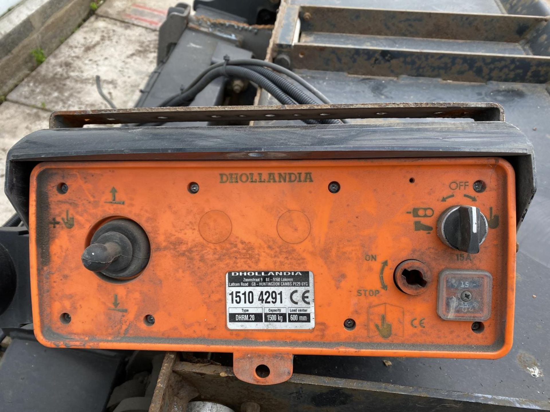 A D.HOLLANDIA TAIL LIFT 1500 KG. BELIEVED WORKING NO WARRANTY - NO VAT - Image 2 of 6