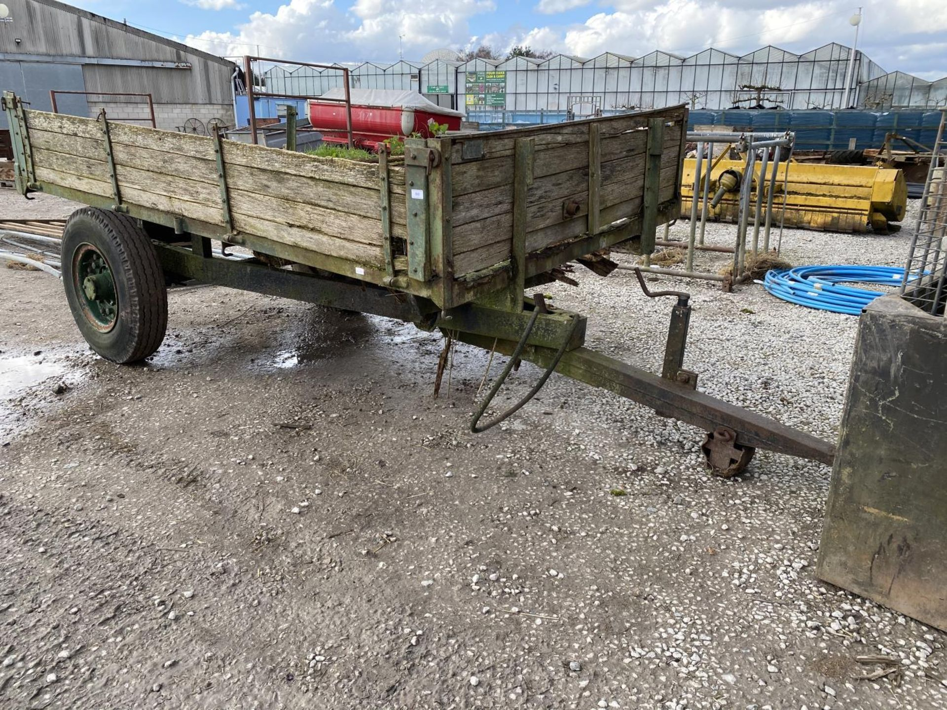 A TRACTOR TRAILER - IN NEED OF REPAIR + VAT