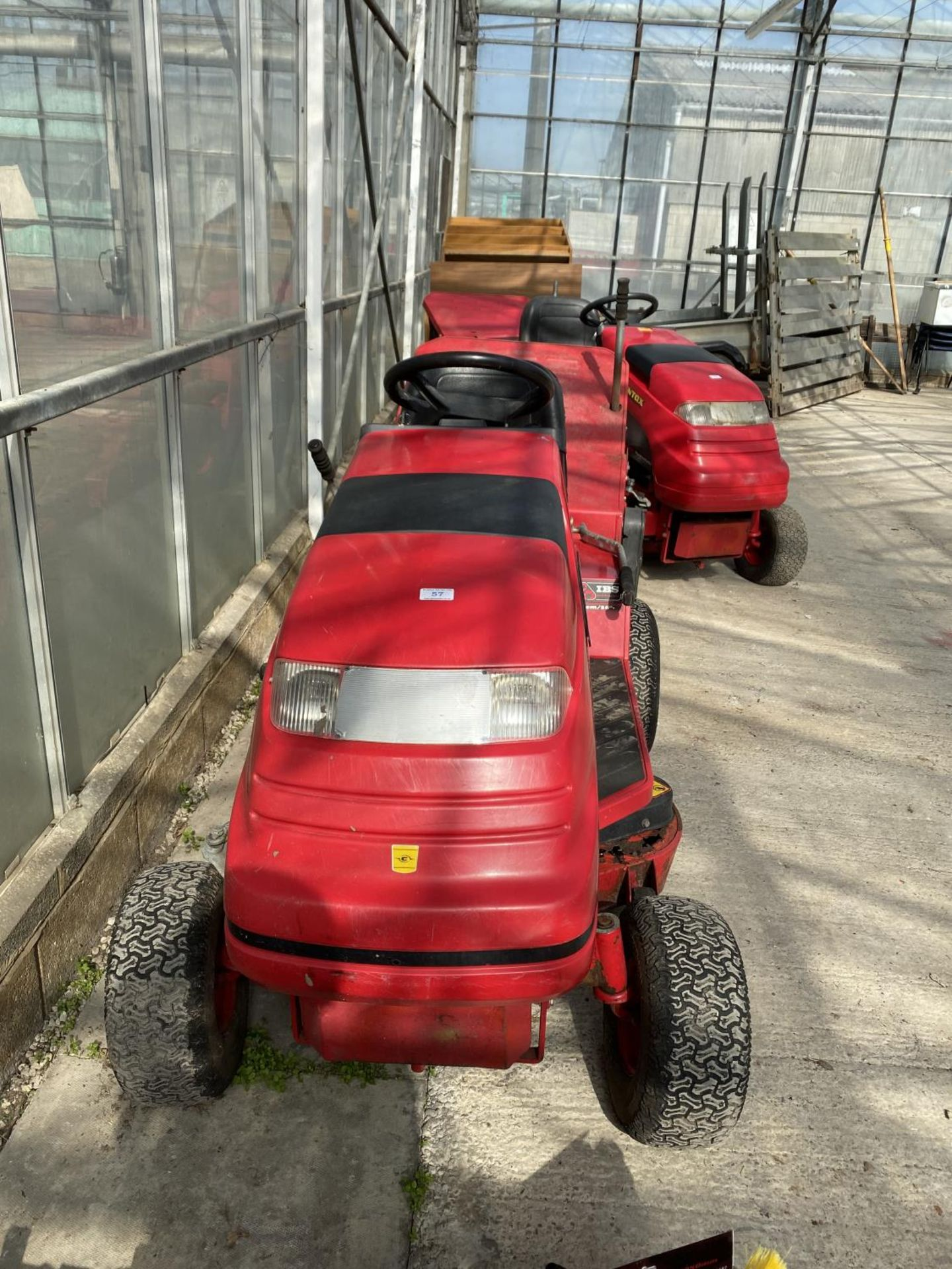 A COUNTAX HYDROSTATIC C300H RIDE ON MOWER, RUNNER - NO WARRANTY,(CUTTER NEEDS ATTENTION) NO VAT - Image 3 of 4