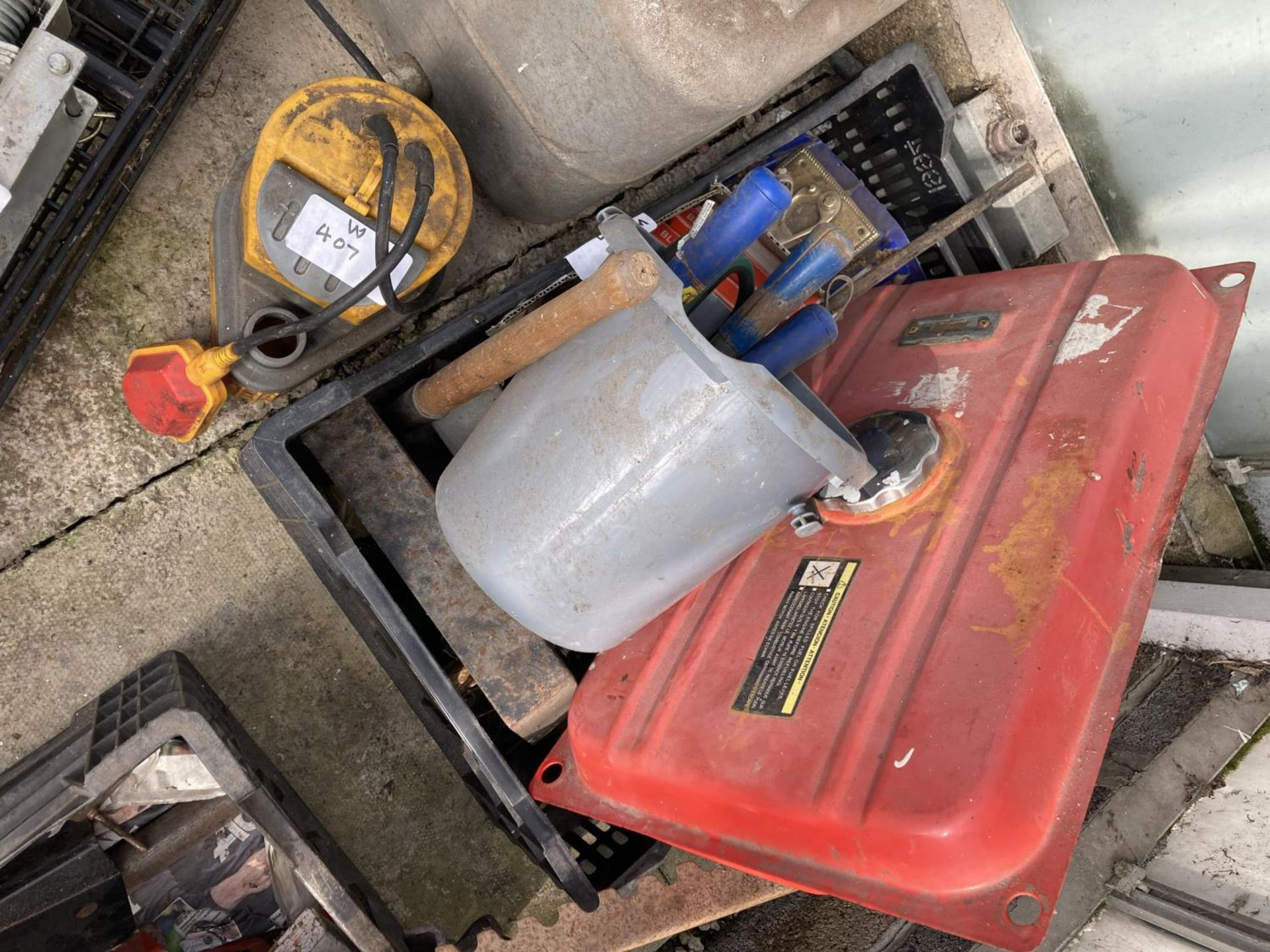 A CAMERON DELUXE PRESSURE TANK, THREE BOXES CONTAINING CHAINS, TOOLS, TANKS ETC, MESH GUARDS AND A - Image 3 of 4
