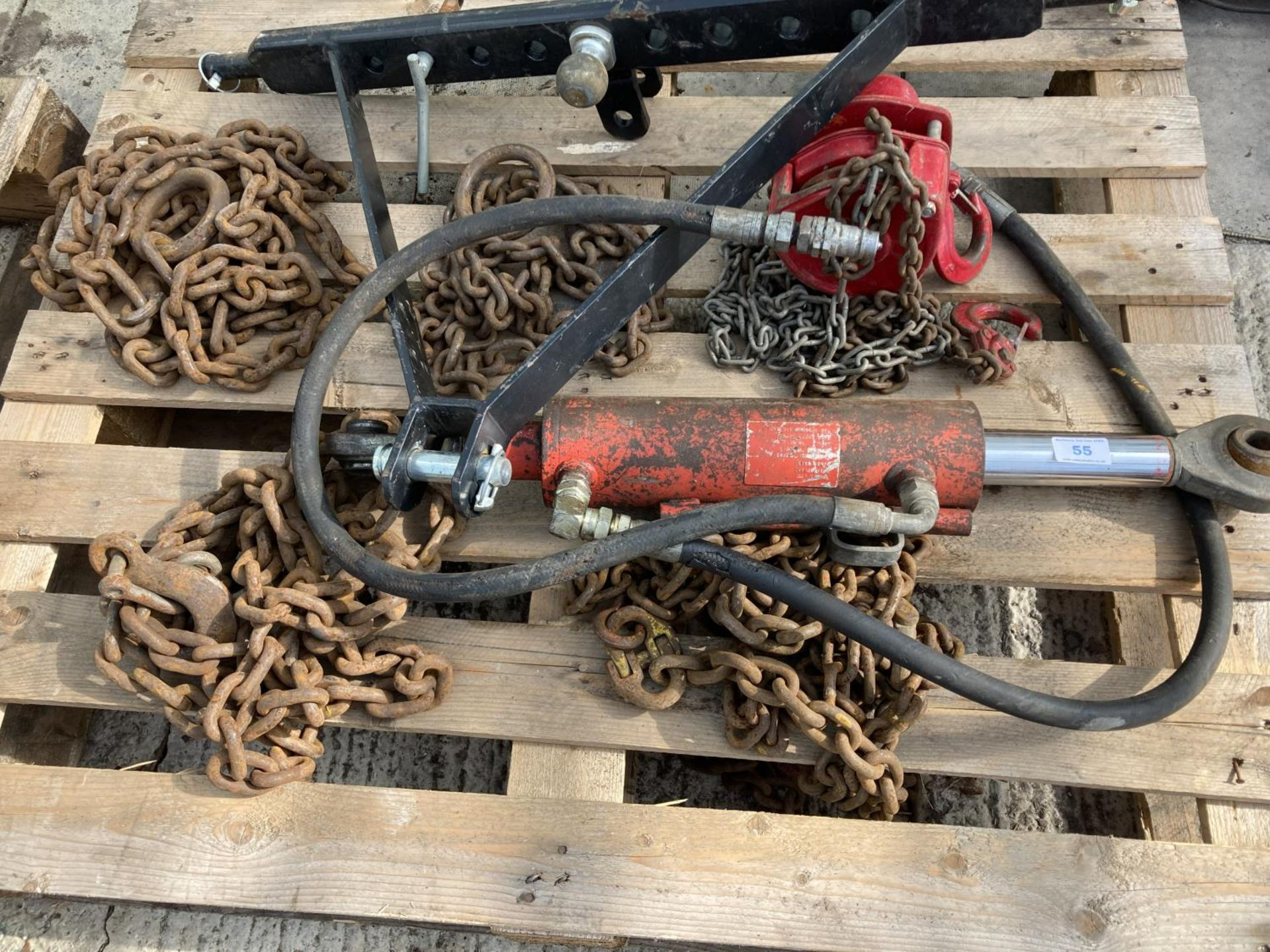 A HYDRAULIC TOP LINK FITS LOT 50 NO VAT