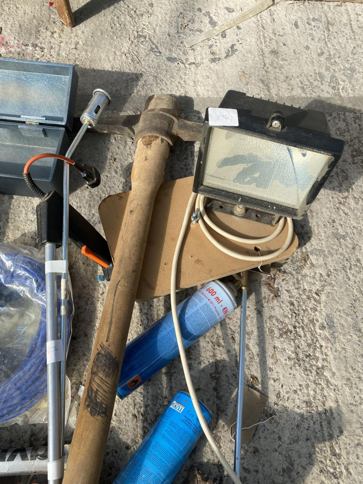 VARIOUS ITEMS TO INCLUDE TORCHES, BOTTLES JACKS, PICK AXE ETC NO VAT - Image 4 of 5