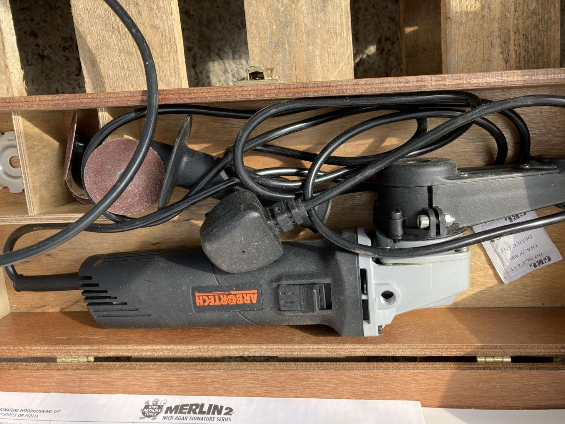 FIVE ITEMS TO INCLUDE A BOSCH GRINDER, ARBORTECH SANDER, PARKSIDE GRINDER, MERLIN SANDER AND A - Image 4 of 7