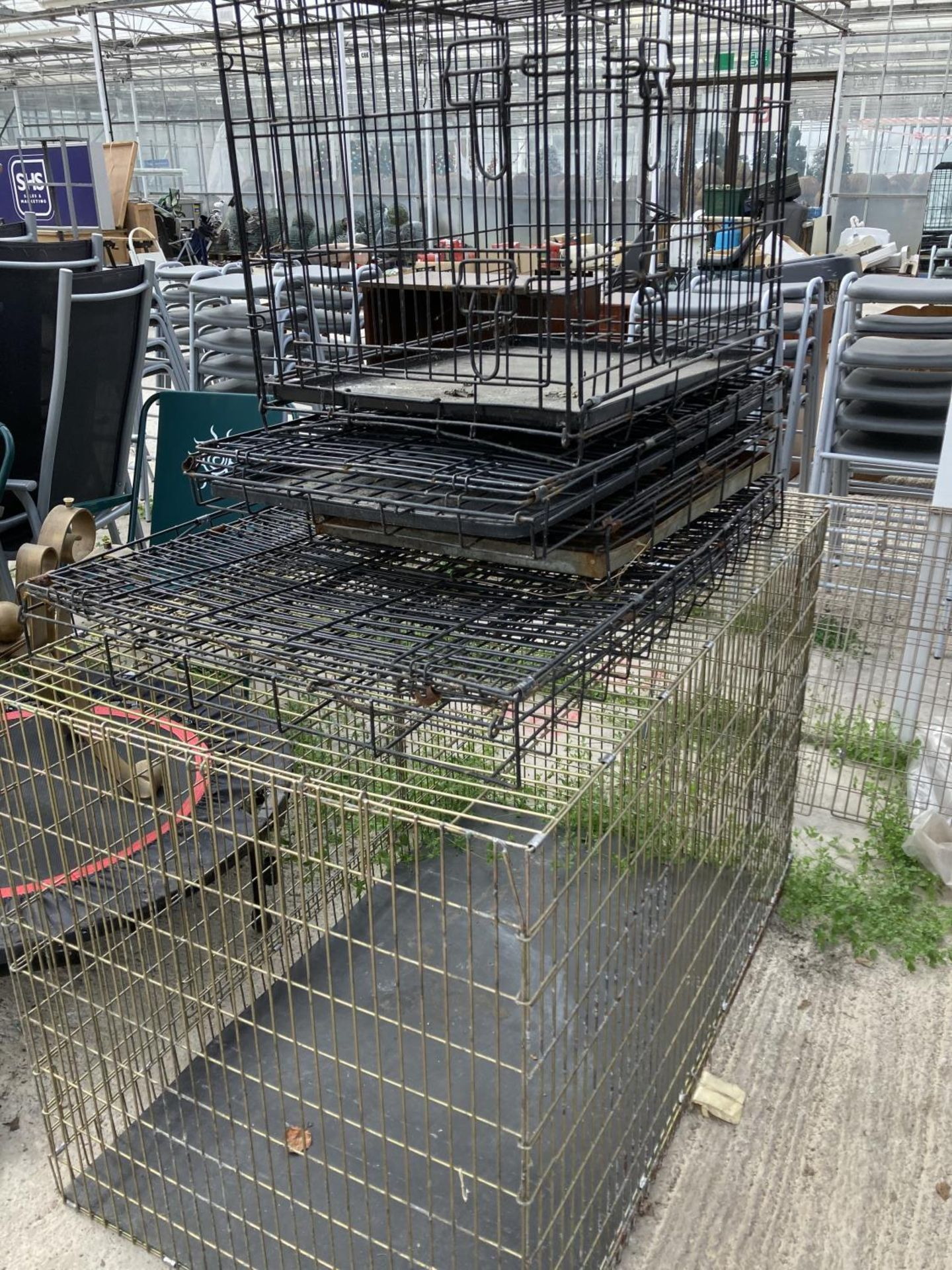VARIOUS ITEMS TO INCLUDE FIVE DOG CRATES, TRAMPOLINE, BIKE, CHAIRS, BOLLARDS NO VAT - Image 2 of 5