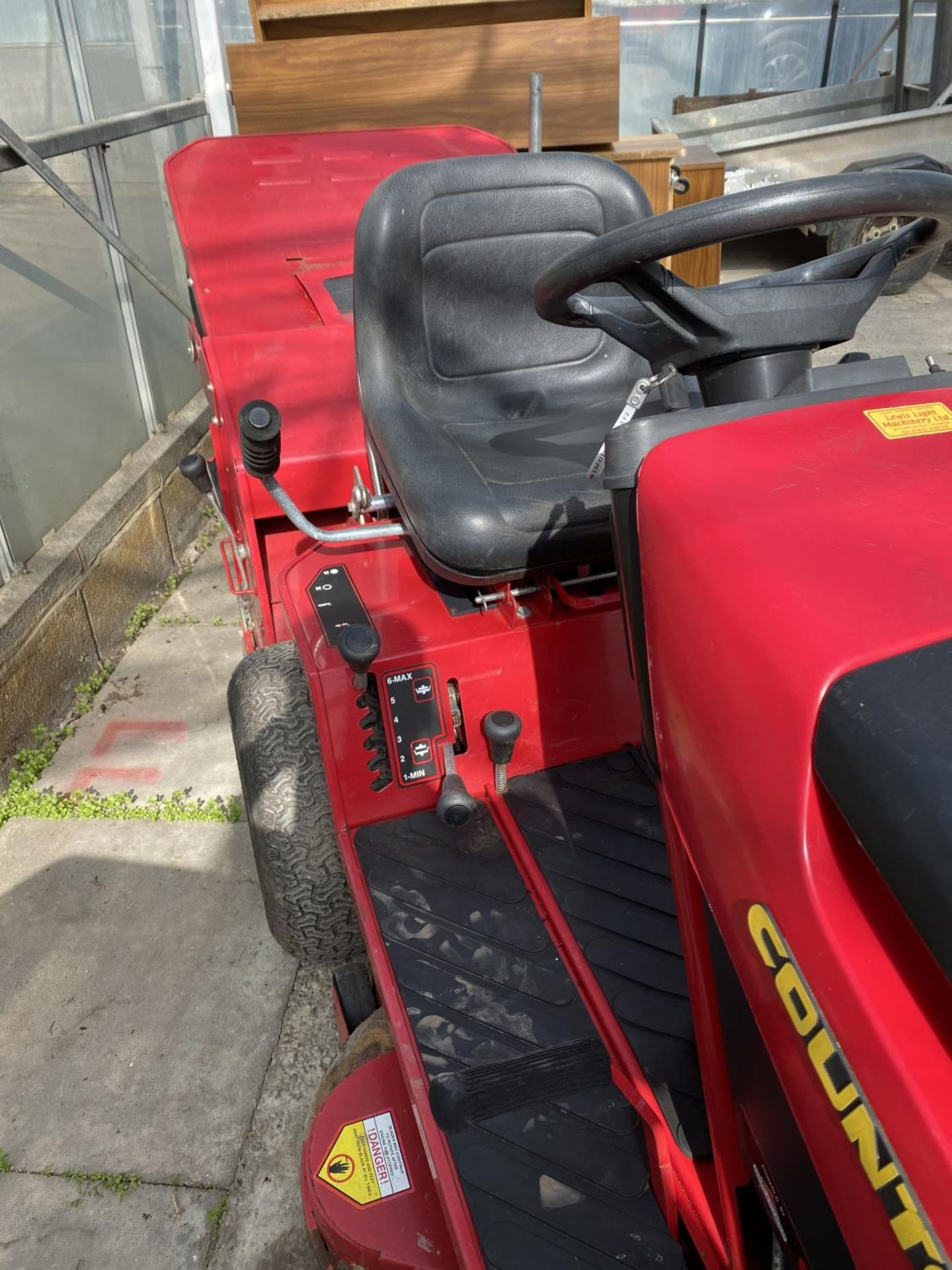A COUNTAX HYDOSTATIC C300H RIDE ON MOWER, RUNNER BUT NO WARRANTY (CUTTER NEEDS ATTENTION) NO VAT - Image 5 of 6