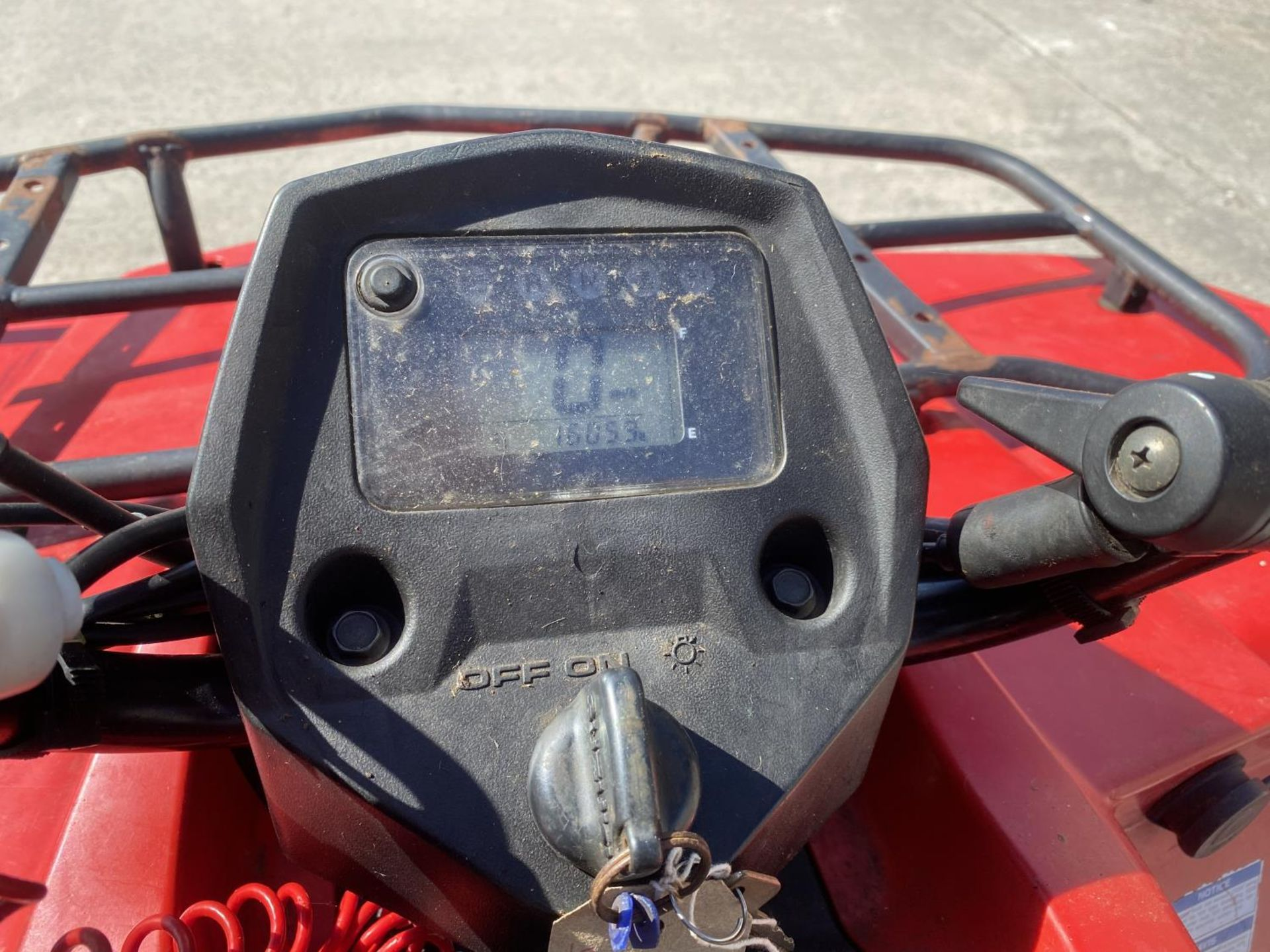 A 2013 SUZUKI KING QUAD, 400 CC AUTOMATIC - SEE VIDEO OF VEHICLE STARTING AND RUNNING - NO VAT - Image 9 of 12