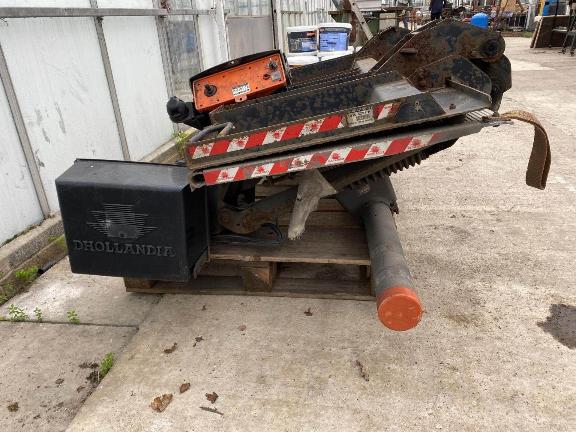 A D.HOLLANDIA TAIL LIFT 1500 KG. BELIEVED WORKING NO WARRANTY - NO VAT - Image 3 of 6