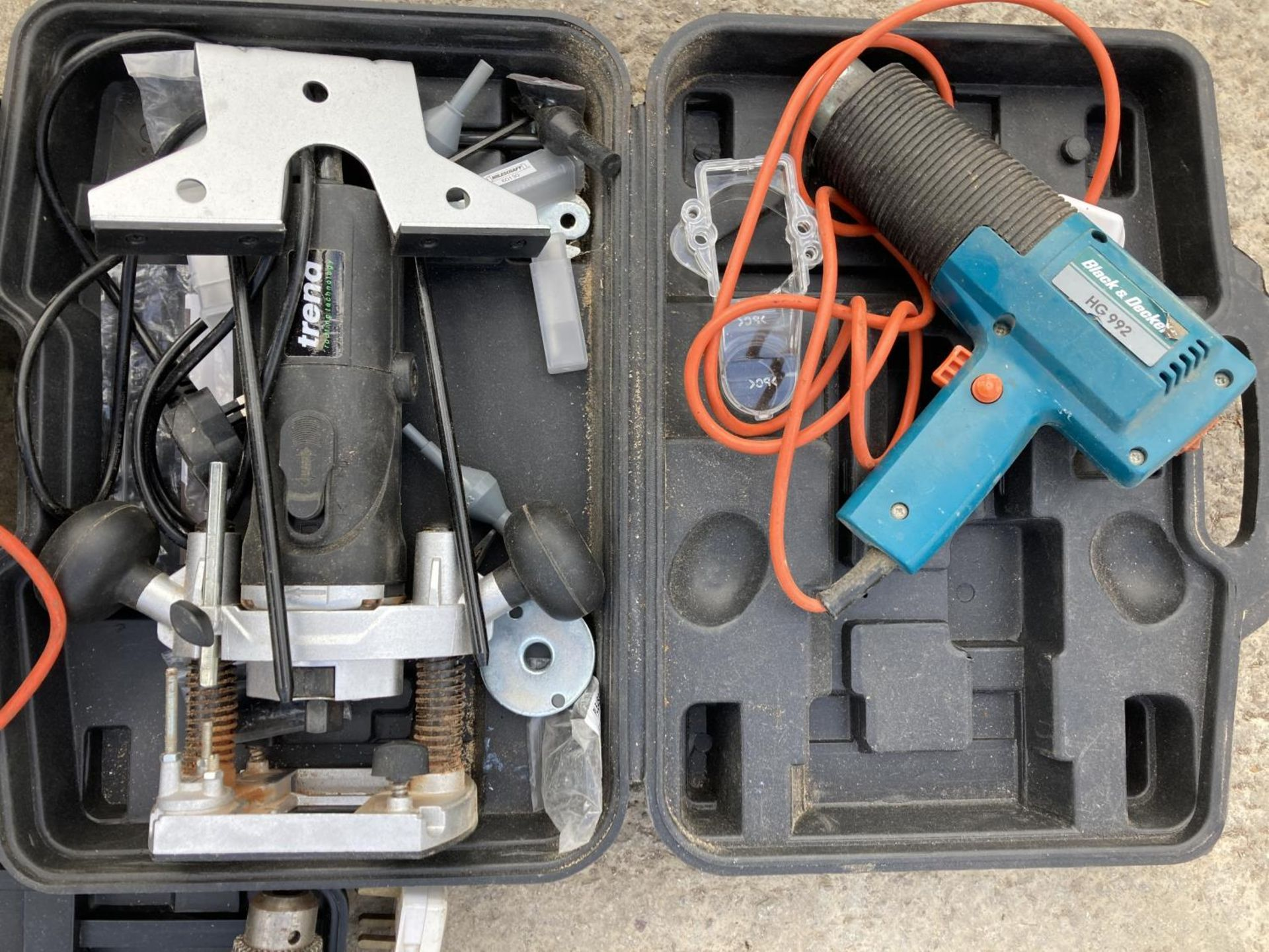 SIX ITEMS OF POWER TOOLS TO INCLUDE THREE BLACK AND DECKER DRILLS, SANDER ETC NO VAT - Image 4 of 4