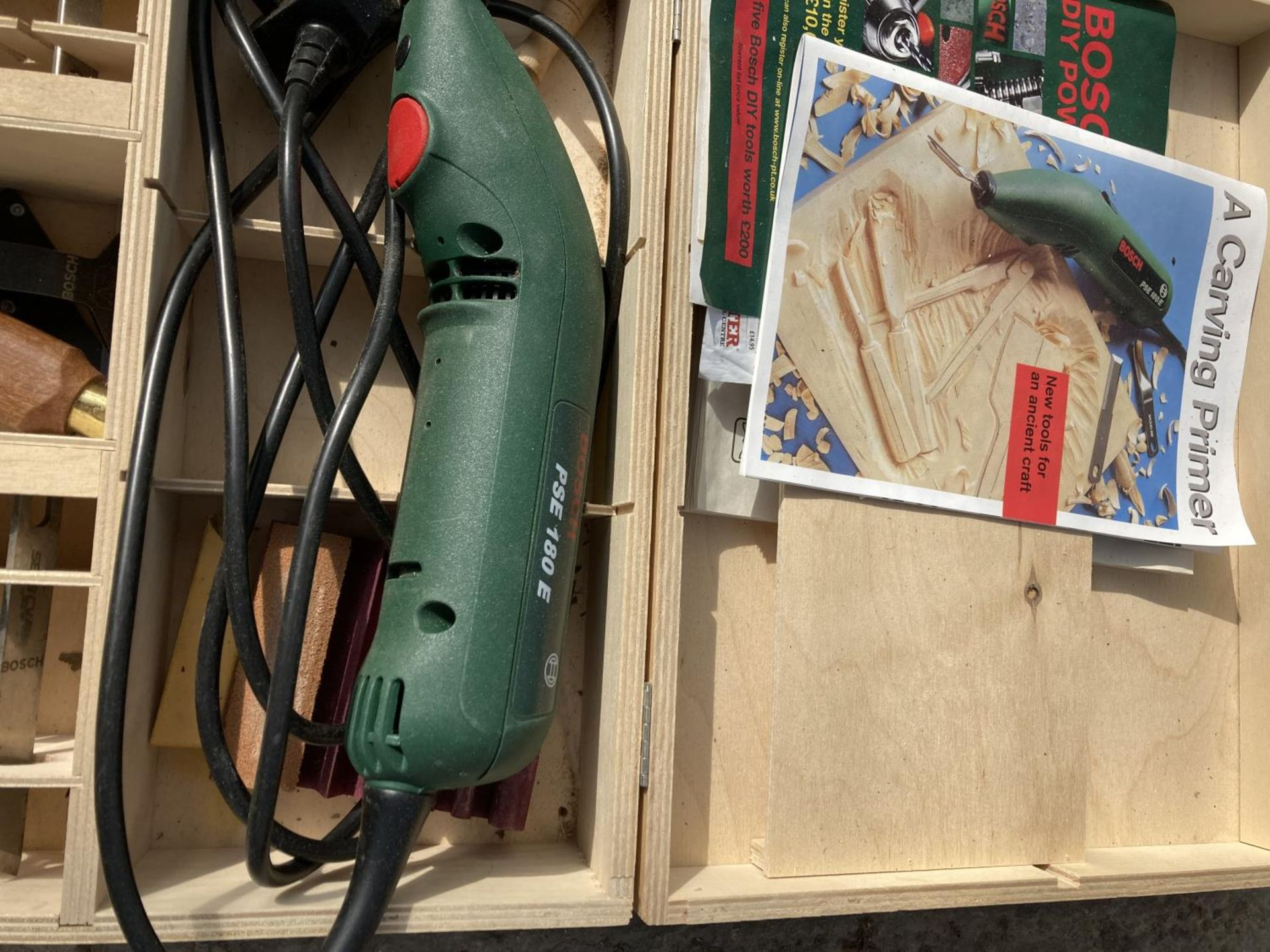 FOUR BOSCH ITEMS TO INCLUDE A CASED MULTI TOOL, BOXED CARVING PRIMER, JIGSAW AND ROUTER NO VAT - Image 2 of 5