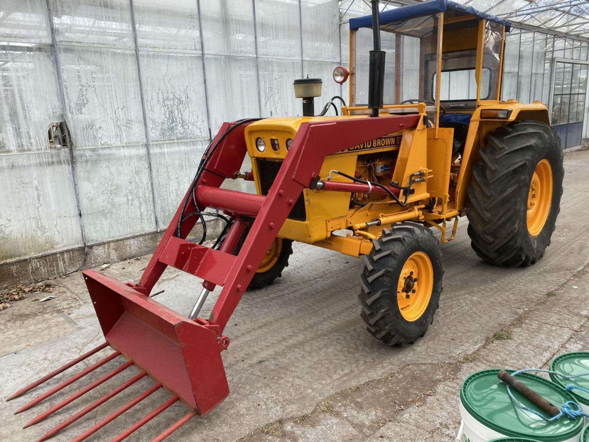 A DAVID BROWN 995 TRACTOR WITH FORE END LOADER AND MANURE FORK 3779 HOURS - Image 10 of 11