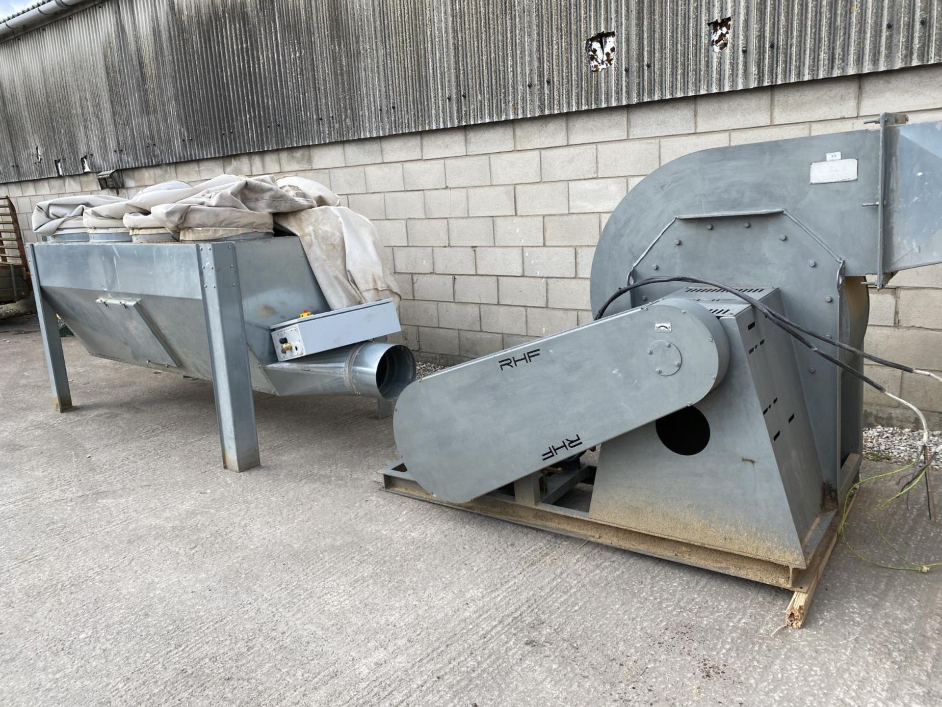 AN EXTRACTOR FAN WITH DUCTING AND 3 PHASE 34.5 Kw ELECTRIC MOTOR - NO VAT
