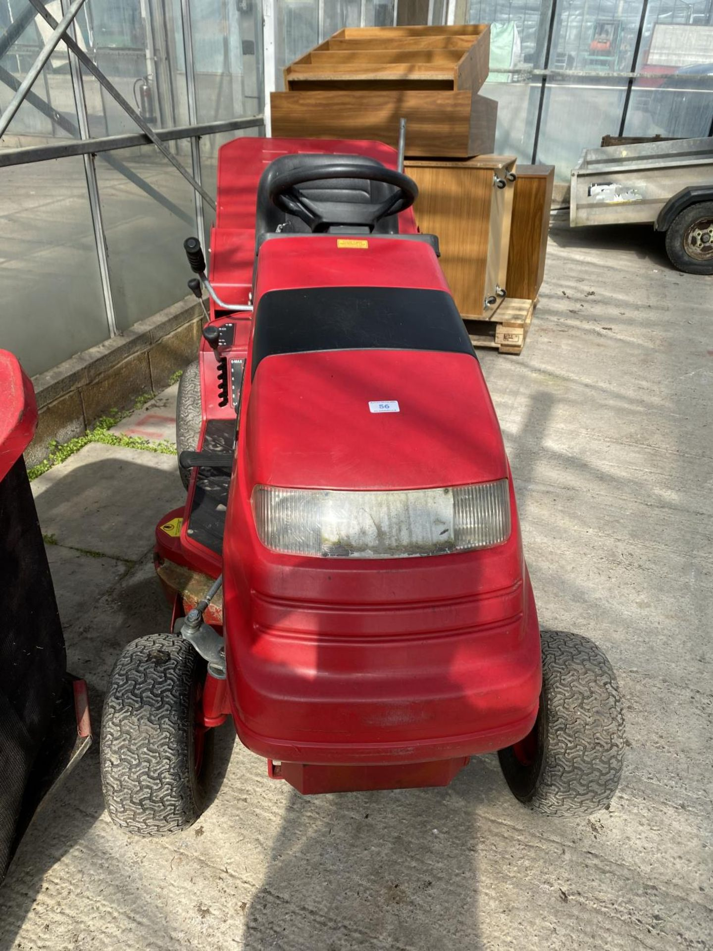 A COUNTAX HYDOSTATIC C300H RIDE ON MOWER, RUNNER BUT NO WARRANTY (CUTTER NEEDS ATTENTION) NO VAT - Image 4 of 6