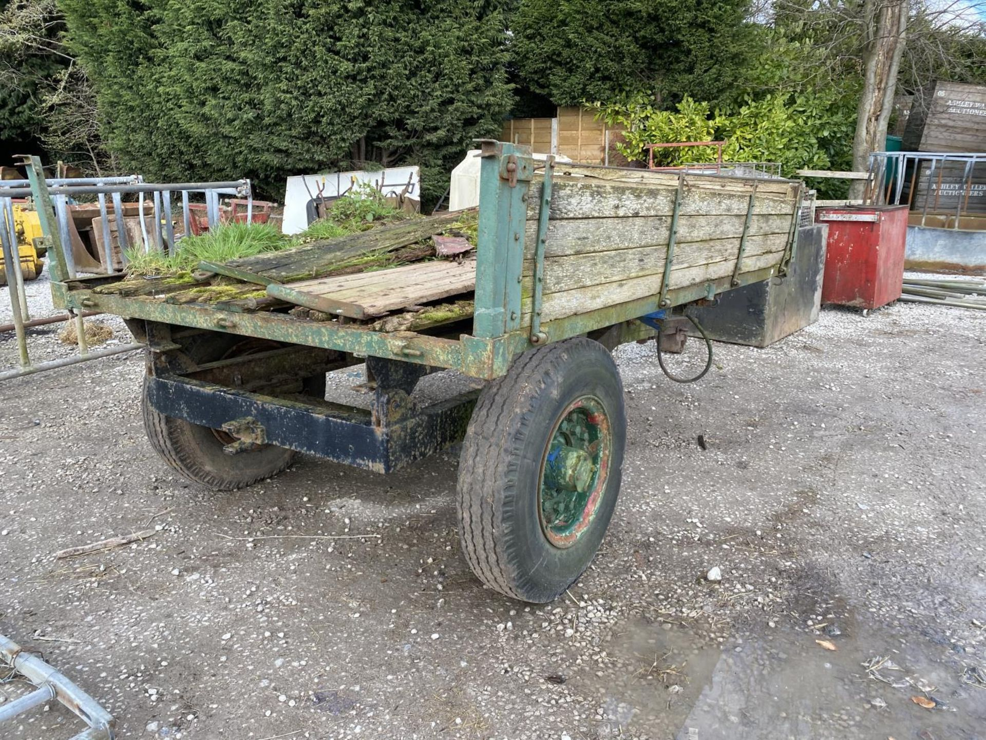 A TRACTOR TRAILER - IN NEED OF REPAIR + VAT - Image 2 of 4