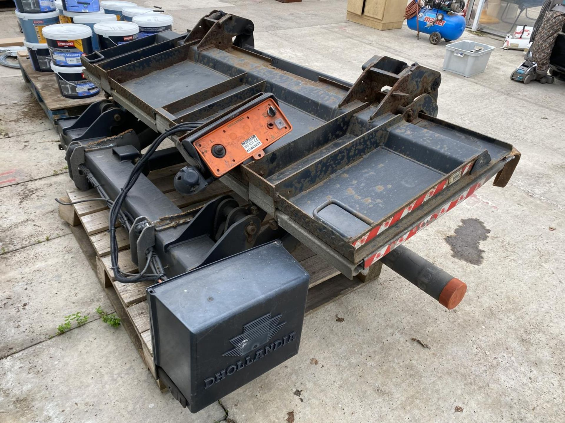 A D.HOLLANDIA TAIL LIFT 1500 KG. BELIEVED WORKING NO WARRANTY - NO VAT - Image 4 of 6