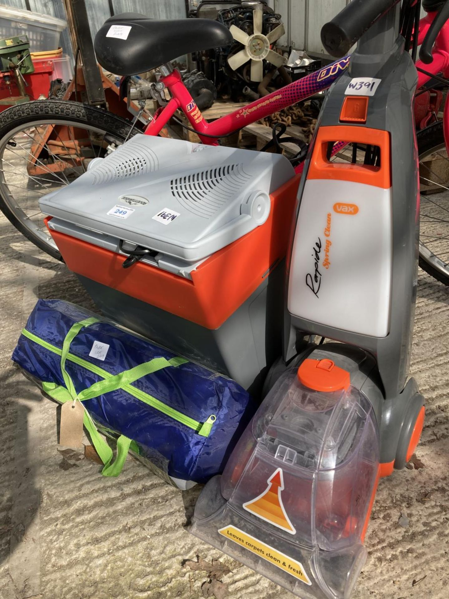FOUR VARIOUS ITEMS TO INCLUDE A BIKE, TENT, PLUG IN COOL BOX AND A CARPET CLEANER NO VAT - Image 2 of 3