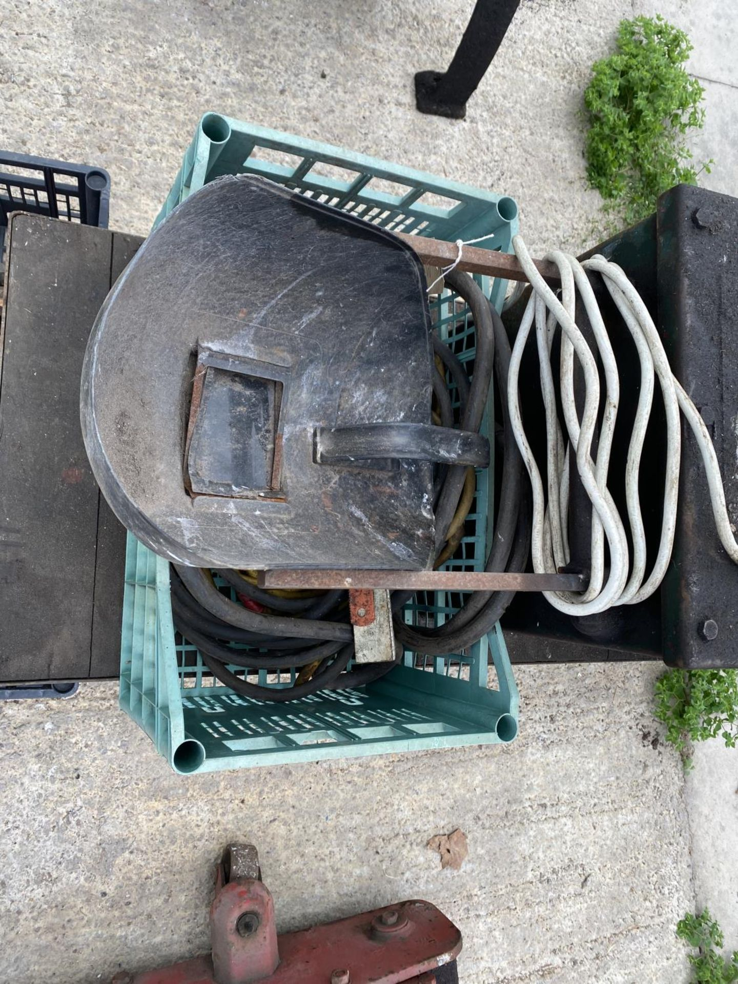 A MIG WELDER ON A TROLLEY BASE TO INCLUDE WELDER ACCESSORIES WORKING WHEN LAST USED+ VAT - Image 3 of 5