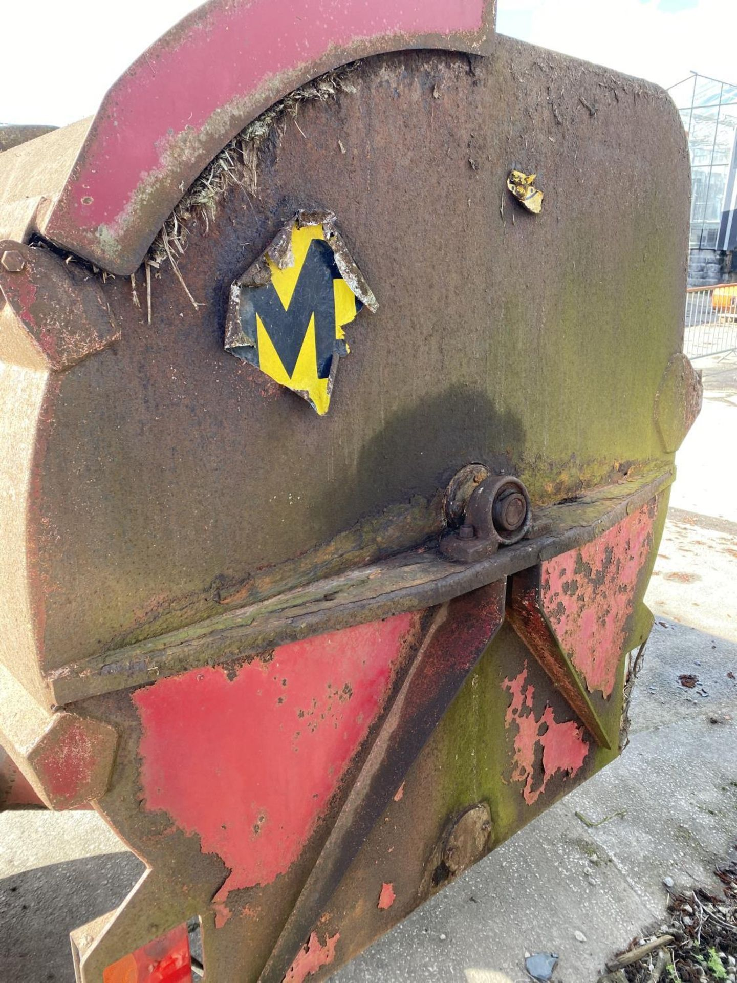 A MARSHALL 70 MANURE SPREADER WITH HYDRAULIC LID WORKING BUT NO WARRANTY + VAT - Image 3 of 5