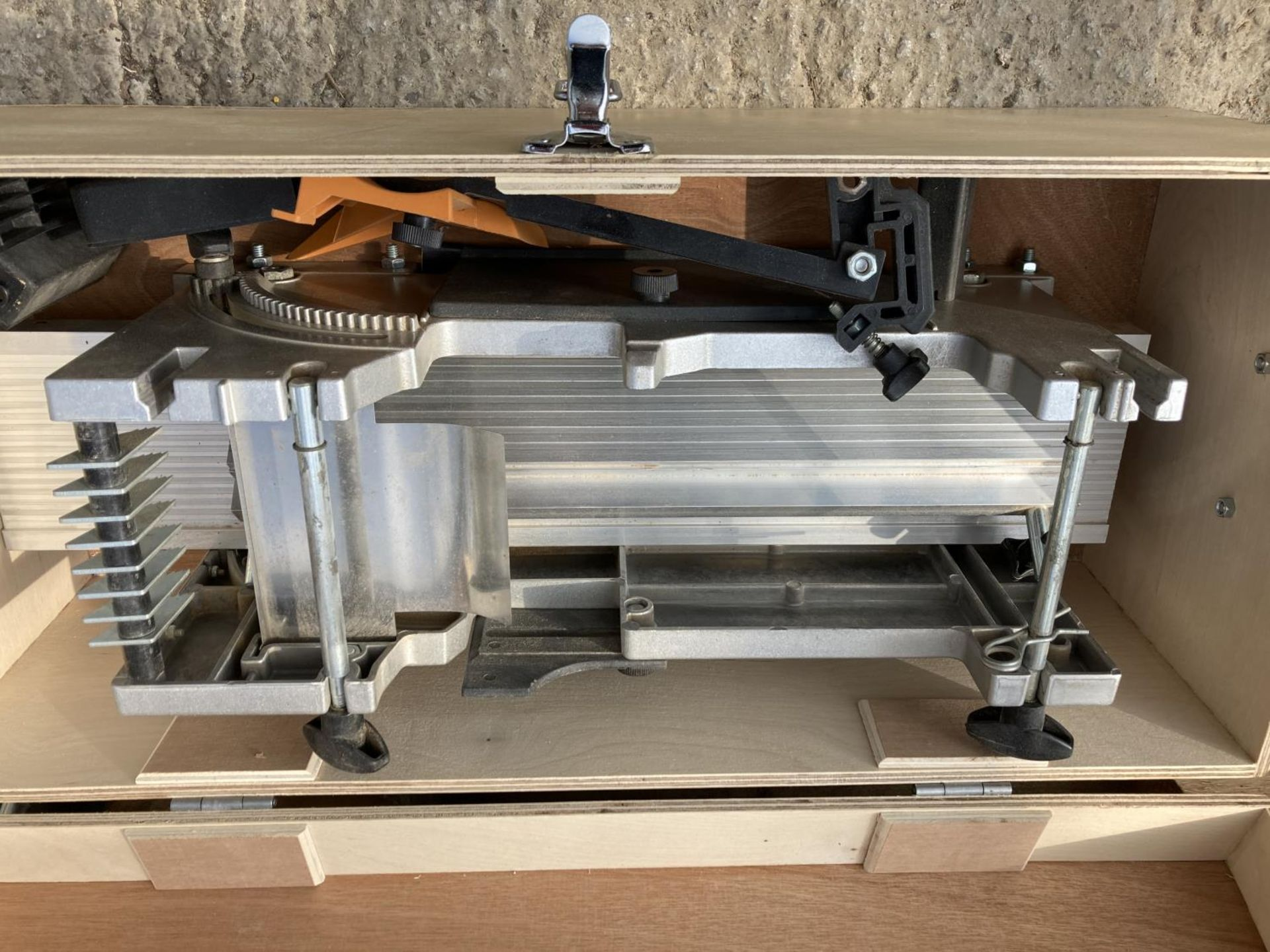 TWO ITEMS TO INCLUDE A ELU PLANER THICKNESSER AND A COMPOUND MILLING TABLE WITH BITS NO VAT - Image 2 of 3