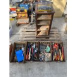 A WOOODEN FOUR DRAW CABINET AND CONTENTS TO INCLUDE TAP AND DIE, WIRE BRUSHES, AXE, TAPE MEASURES