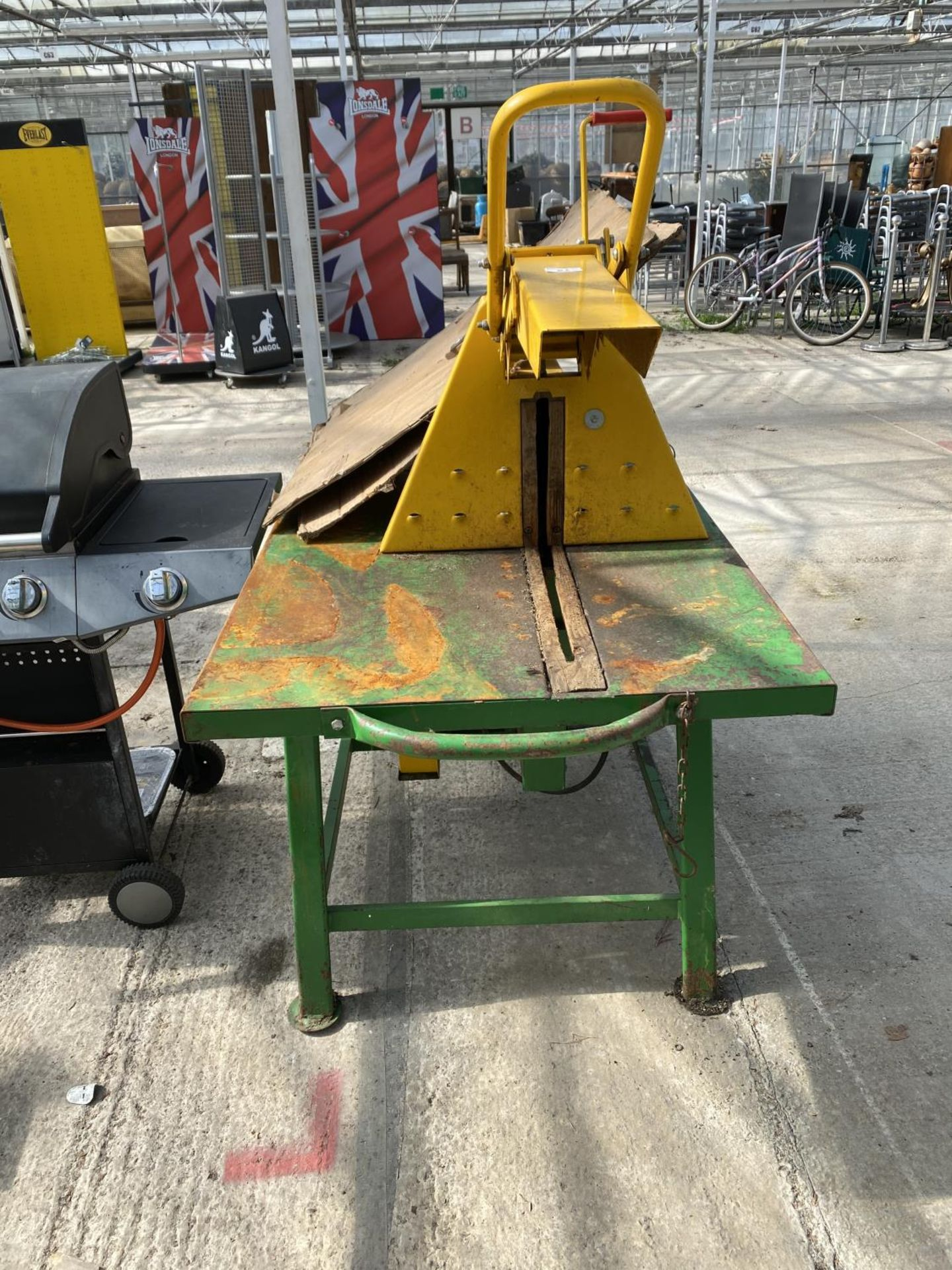 A KILWORTH PTO DRIVEN SAW BENCH AND BLADE BELIEVED WORKING NO WARRANTY + VAT - Image 3 of 4