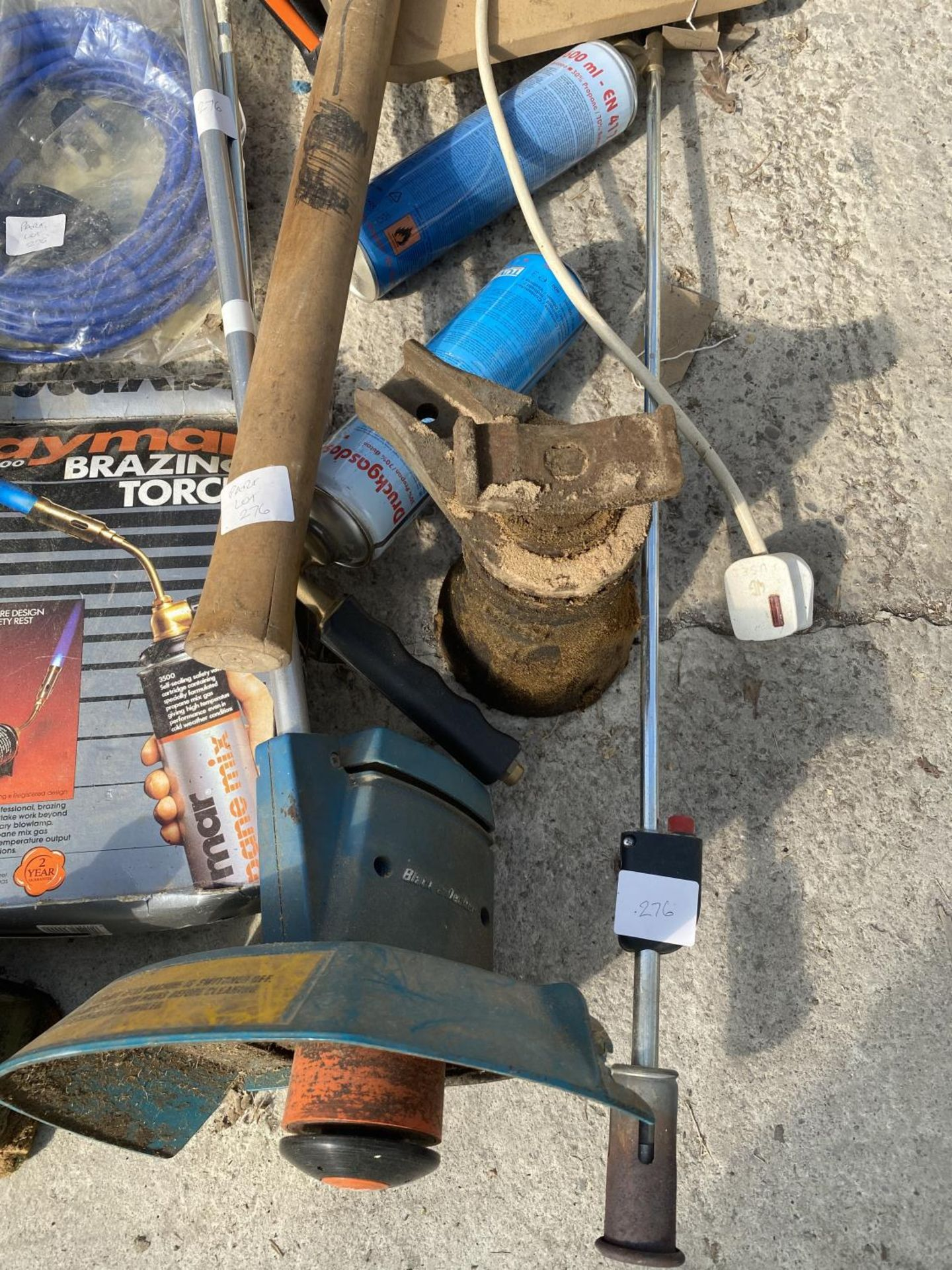 VARIOUS ITEMS TO INCLUDE TORCHES, BOTTLES JACKS, PICK AXE ETC NO VAT - Image 3 of 5