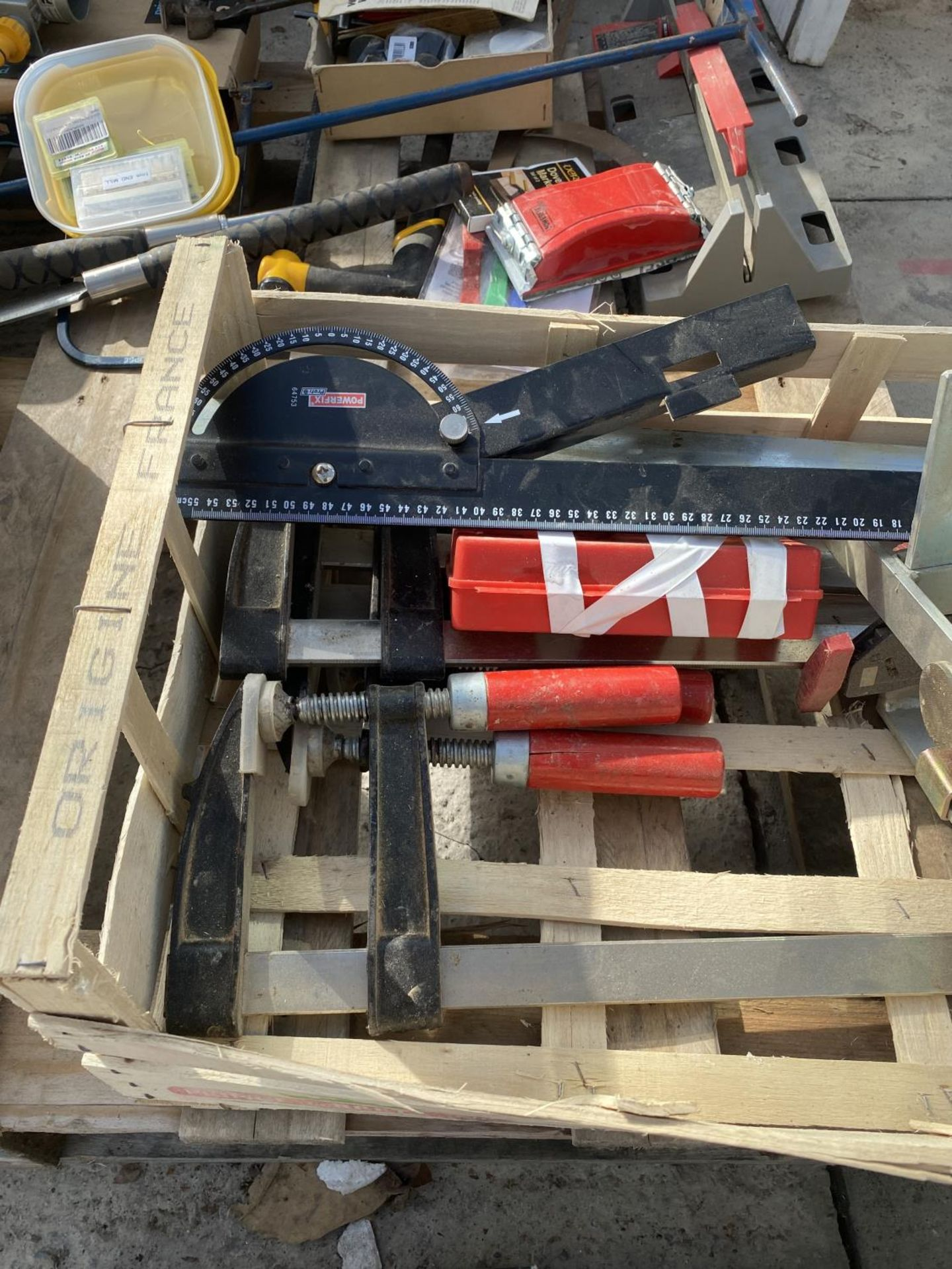 A BOX TO INCLUDE CALIPERS, A VICE, TURNERS PRESS ETC NO VAT - Image 5 of 5