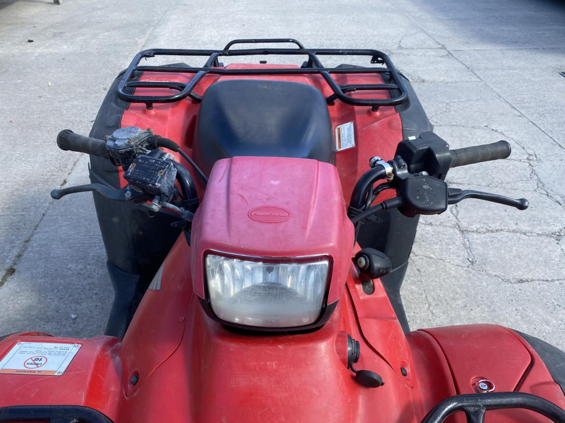 A HONDA TRX FOREMAN 500 CC QUAD BIKE - SEE VIDEO OF VEHICLE STARTING AND RUNNING AT https://www. - Image 4 of 8