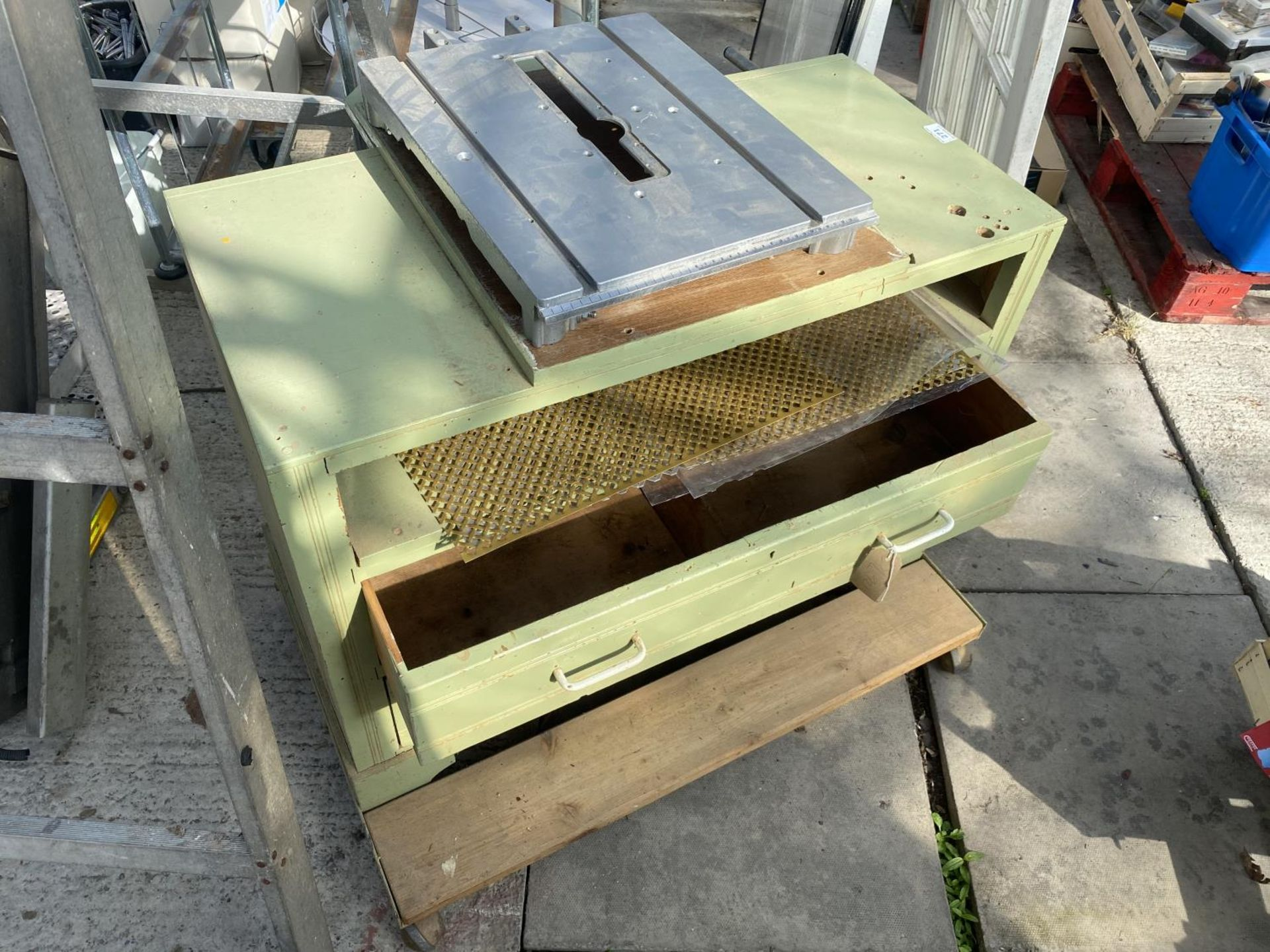 A WORK BENCH ON WHEELS NO VAT - Image 5 of 5