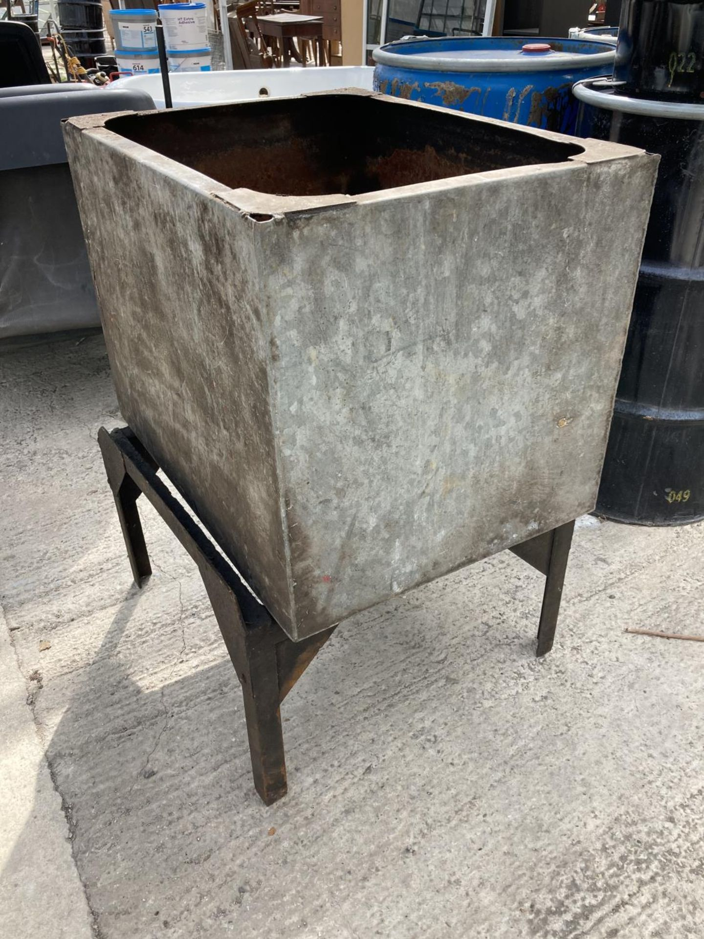 A GALVANISED WATER TANK ON A STAND NO VAT - Image 2 of 2