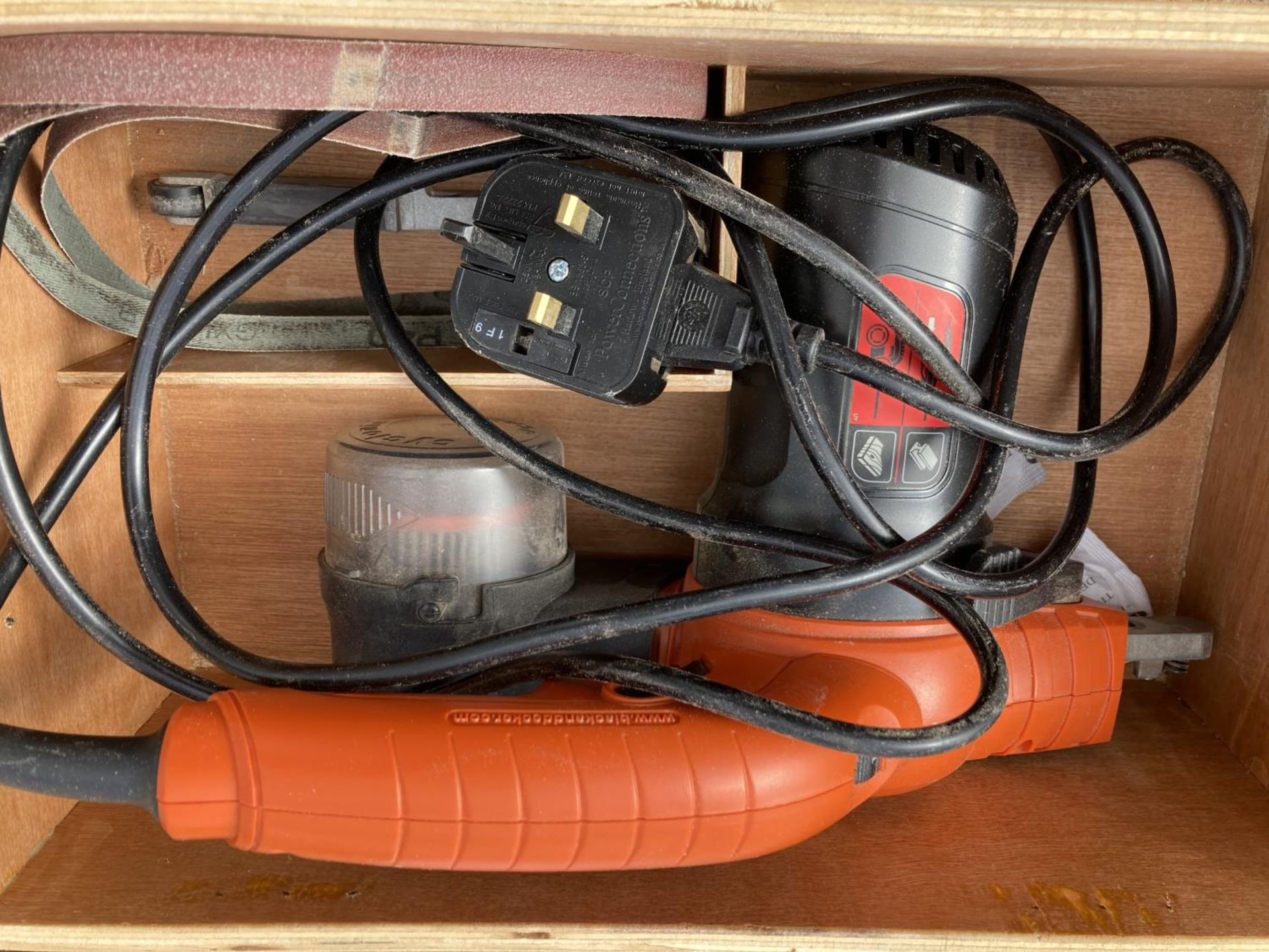 THREE ITEMS TO INCLUDE A MILESCRAFT PANTOGRAPH PRO, BLACK AND DECKER SANDER AND A WOODCUT BOWL CORER - Image 2 of 4