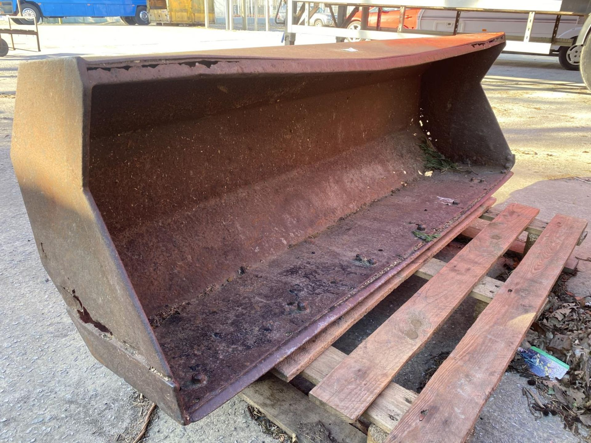 A FORE END LOADER BUCKET (FITS LOT 50) - Image 5 of 5