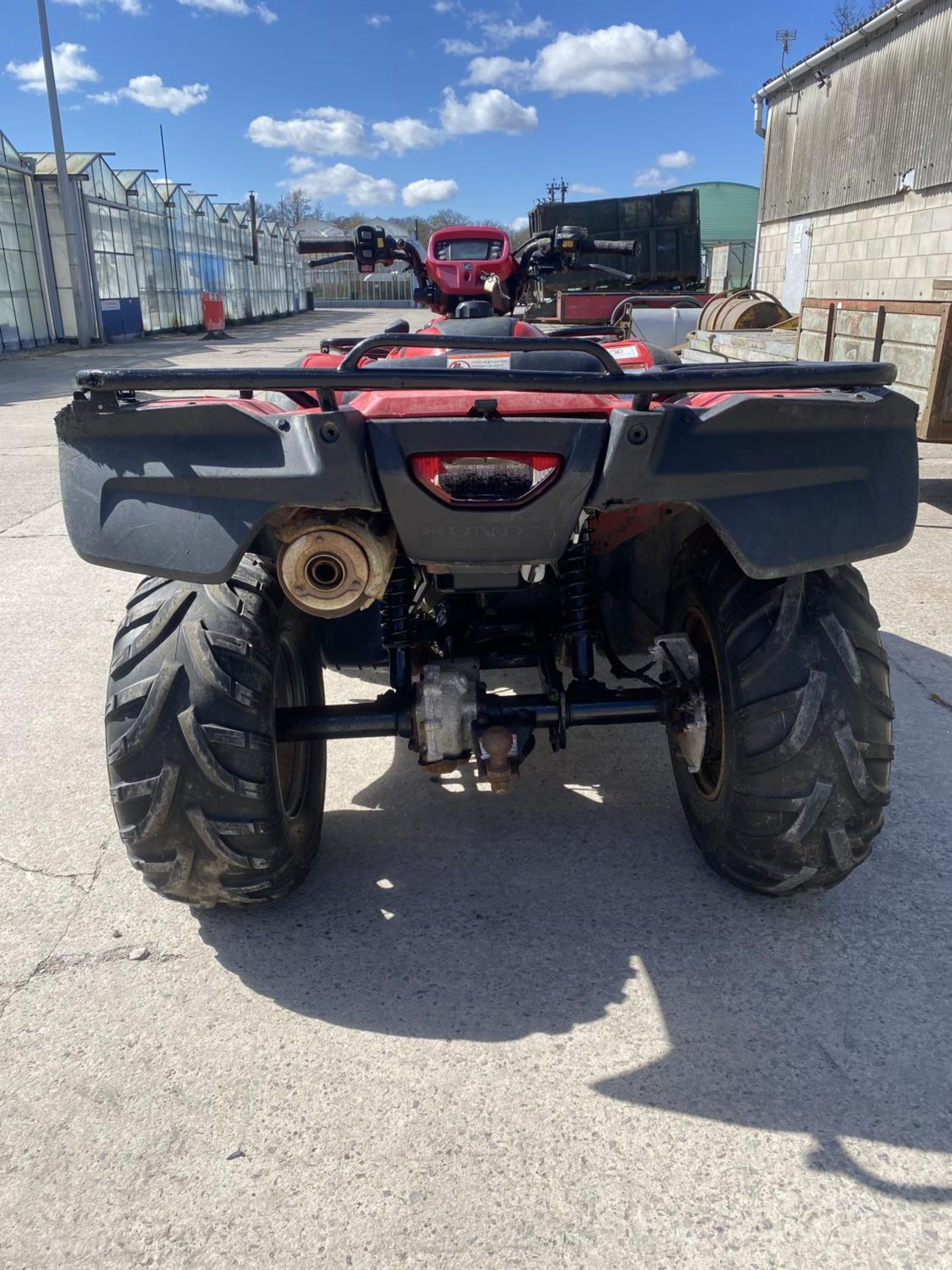 A HONDA TRX FOREMAN 500 CC QUAD BIKE - SEE VIDEO OF VEHICLE STARTING AND RUNNING AT https://www. - Image 7 of 8