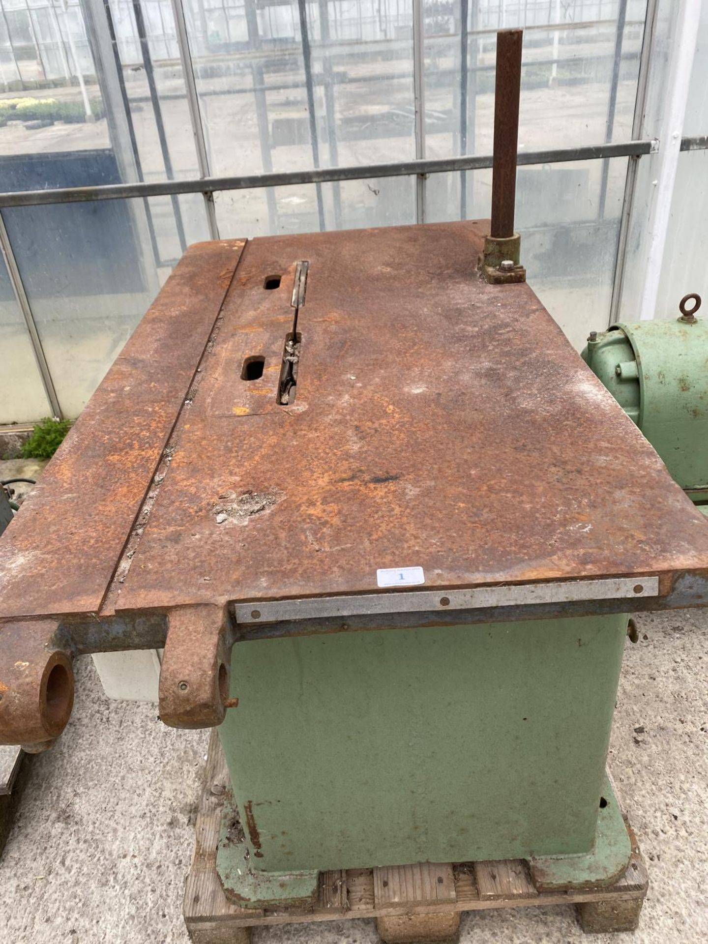 A WADKIN SAW BENCH WITH CAST IRON BASE - BELIEVED WORKING BUT NO WARRANTY 3 PAHSE - NO VAT - Image 5 of 6