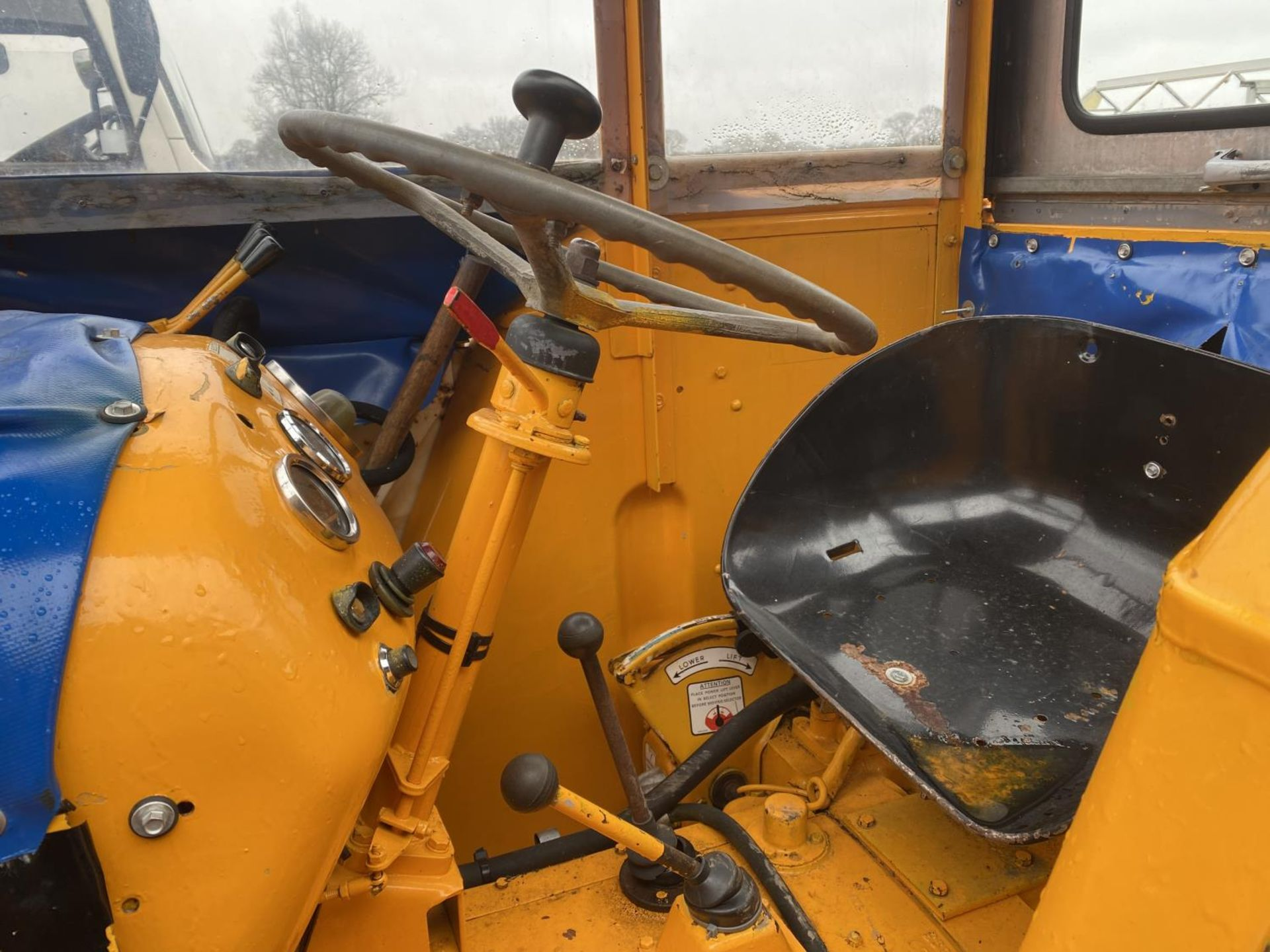 A DAVID BROWN 995 TRACTOR WITH FORE END LOADER AND MANURE FORK 3779 HOURS - Image 9 of 11