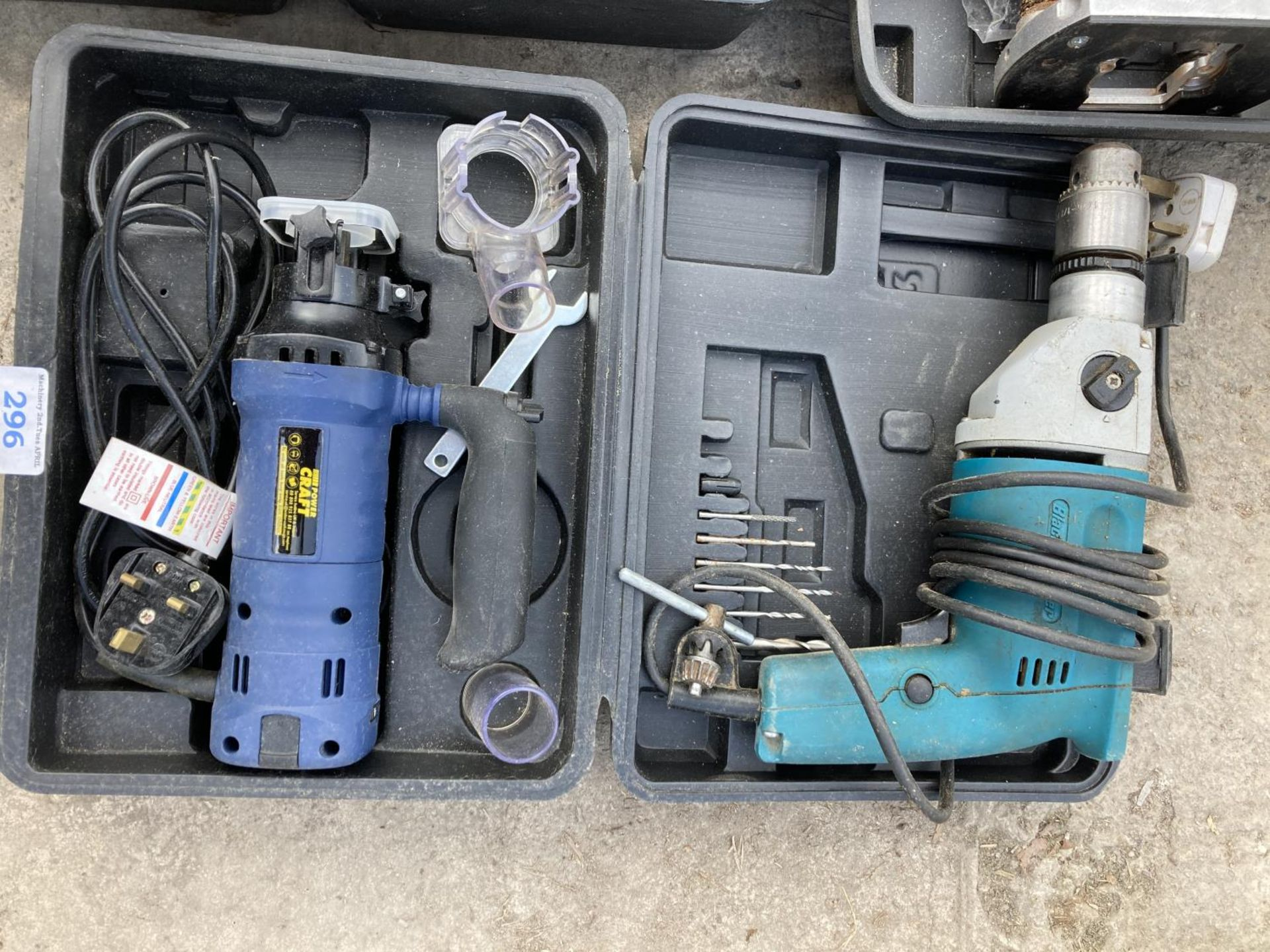 SIX ITEMS OF POWER TOOLS TO INCLUDE THREE BLACK AND DECKER DRILLS, SANDER ETC NO VAT - Image 2 of 4