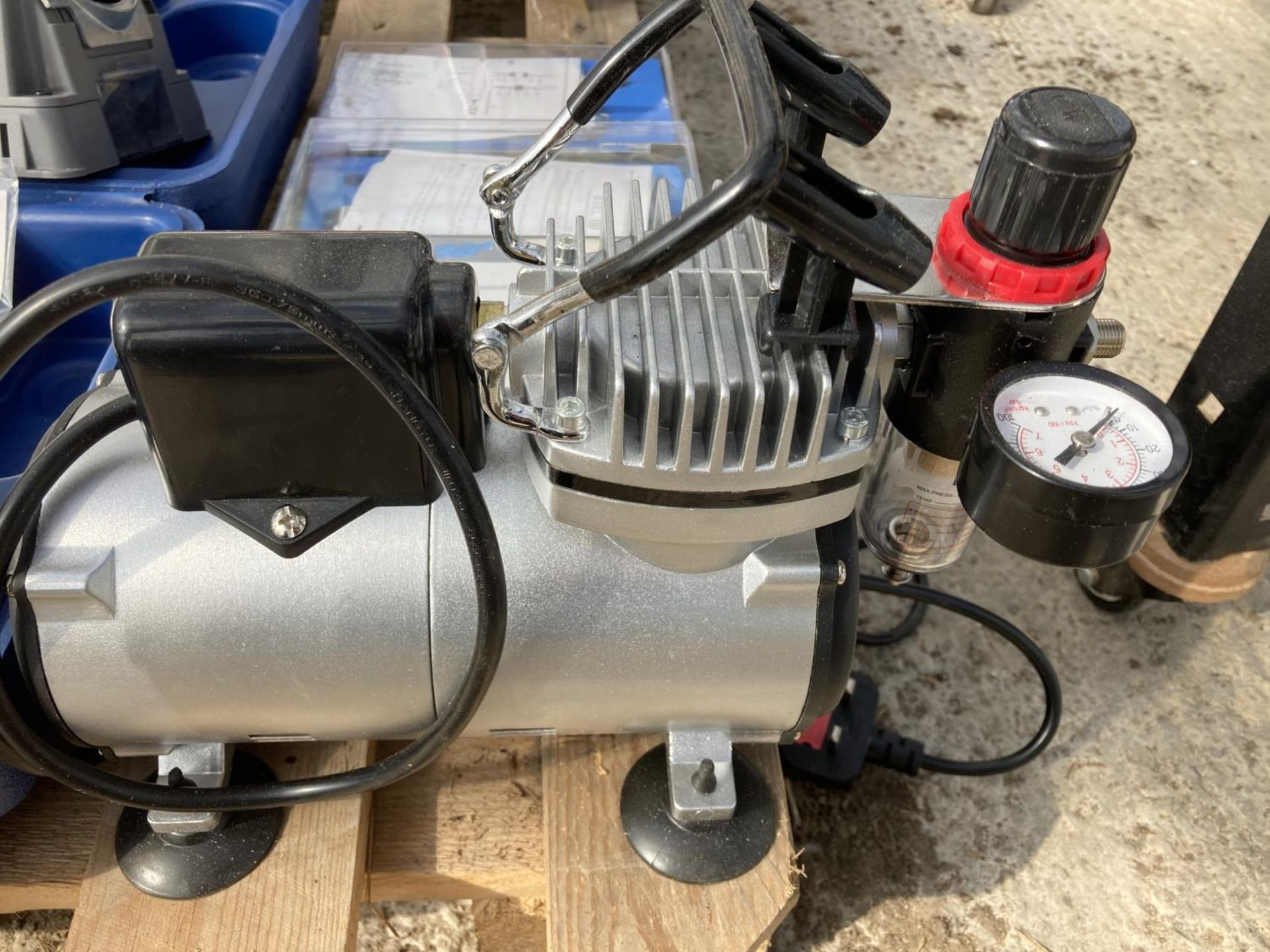 A DRILL DOCTOR 500 AND A MINI COMPRESSOR NO VAT - Image 4 of 8
