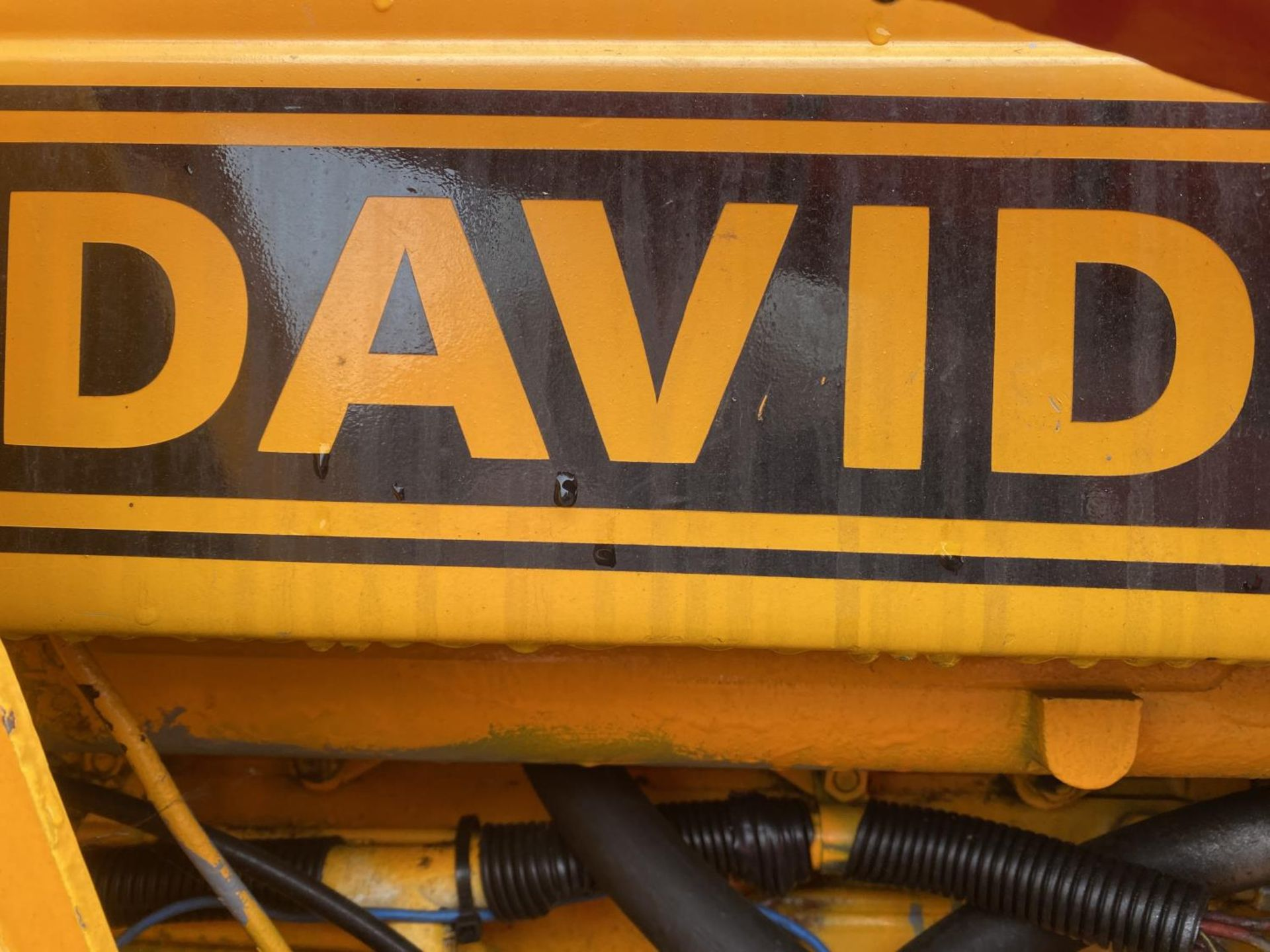 A DAVID BROWN 995 TRACTOR WITH FORE END LOADER AND MANURE FORK 3779 HOURS - Image 6 of 11