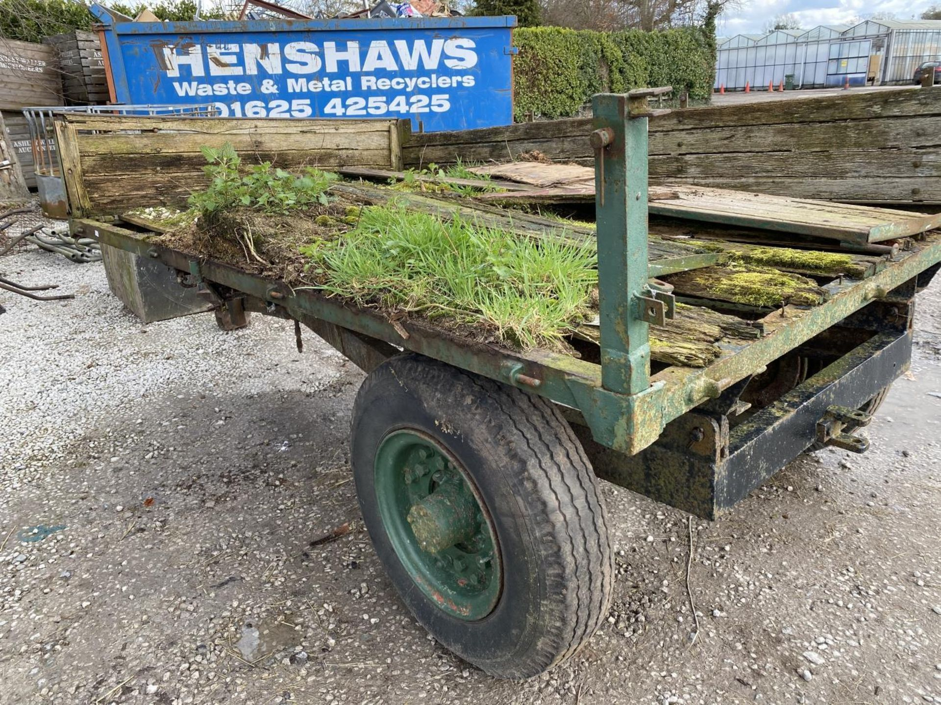 A TRACTOR TRAILER - IN NEED OF REPAIR + VAT - Image 3 of 4