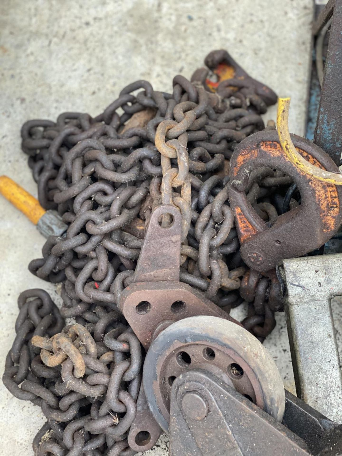A TOW CHAIN, WOODEN TOOL CHEST ETC - N0 VAT - Image 2 of 2