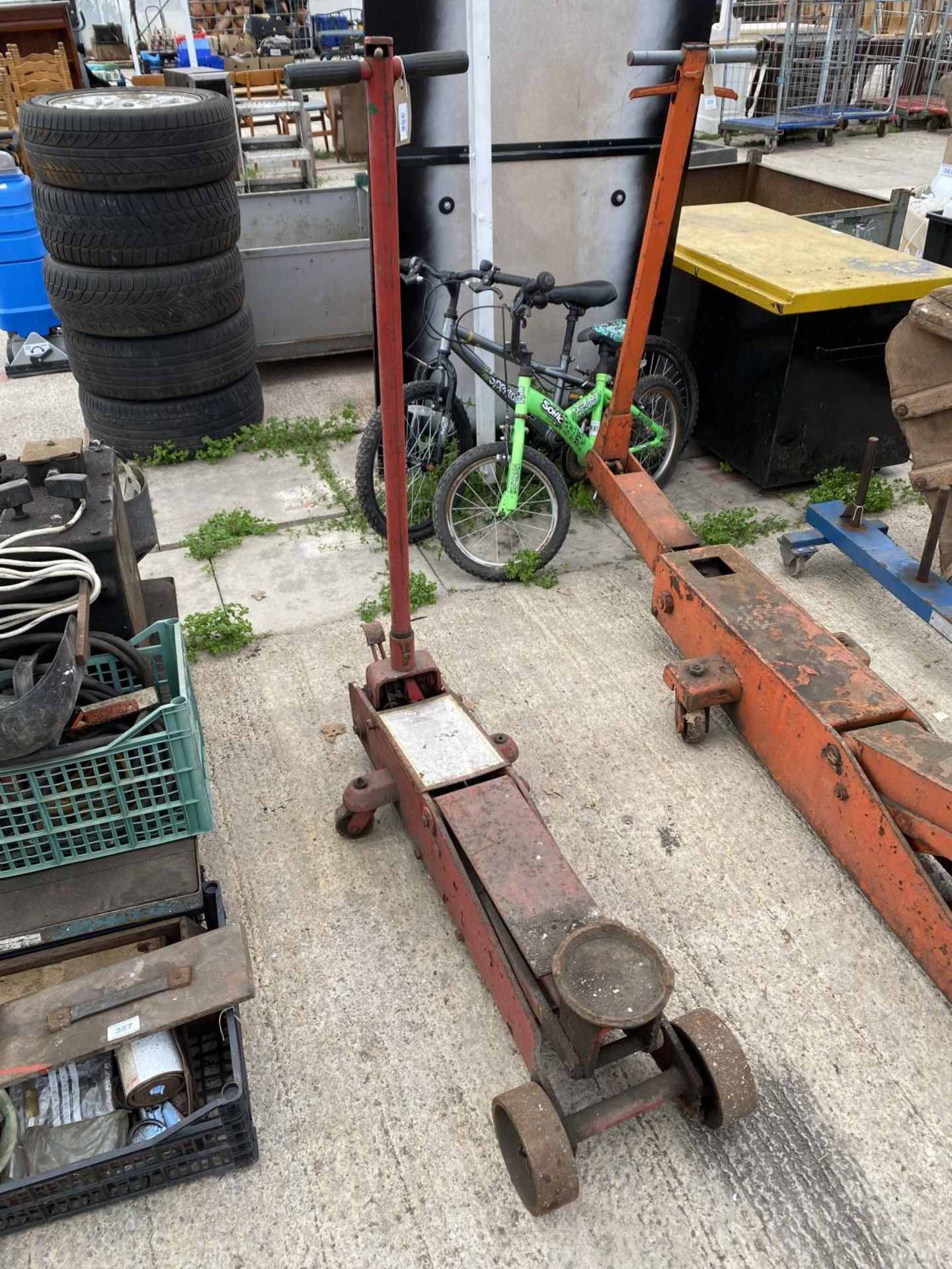 A RED TROLLEY JACK + VAT