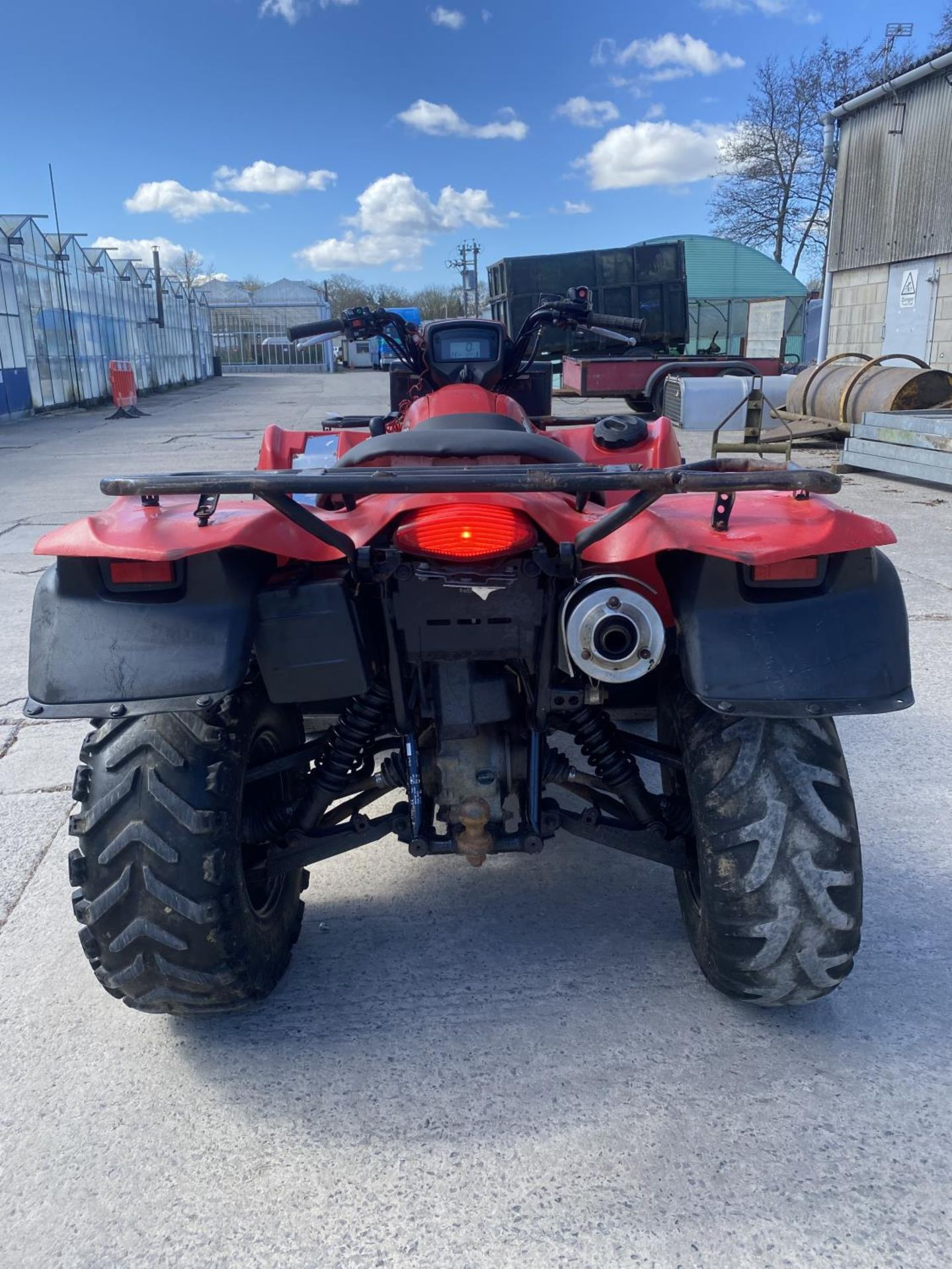 A 2014 SUZUKI KING QUAD, 500 CC WITH POWER STEERING - SEE VIDEO OF VEHICLE STARTING AND RUNNING AT - Image 5 of 9