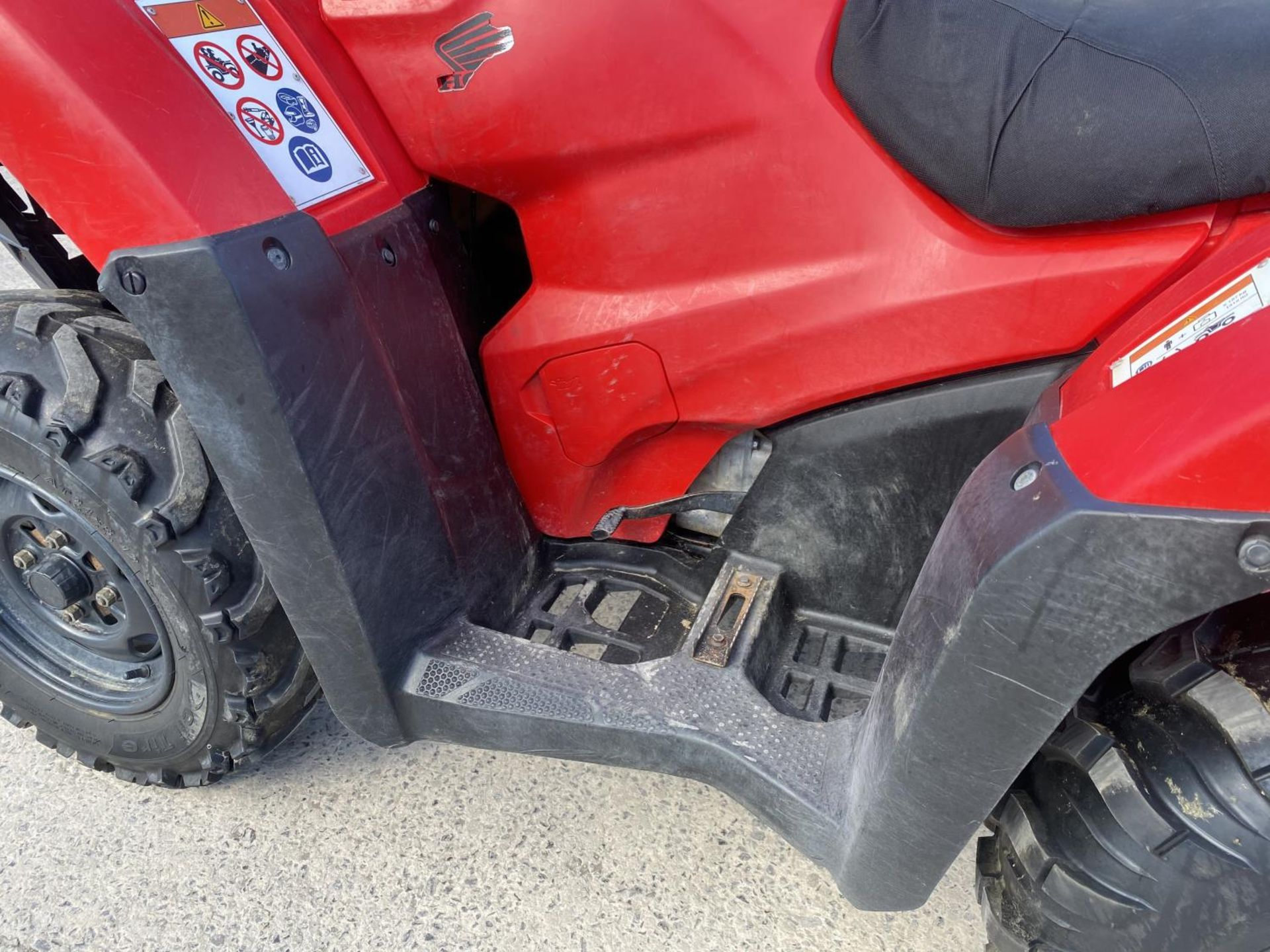 A 2017 HONDA TRX 420 QUAD BIKE - SEE VIDEO OF VEHICLE STARTING AND RUNNING AT https://www.youtube. - Image 8 of 10