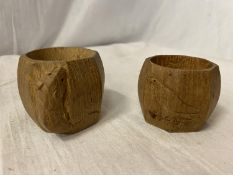 """A ROBERT THOMPSON """"MOUSEMAN"""" CARVED OAK NAPKIN RING WITH MOUSE INSIGNIA AND A MATCHING NAPKIN"""