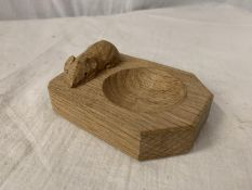"""A ROBERT THOMPSON """"MOUSEMAN"""" CARVED OAK TRINKET/ ASH TRAY WITH MOUSE INSIGNIA"""