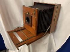 A LARGE STEREOSCOPIC & CO LTD MAHOGANY AND BRASS CAMERA (WITHOUT LENS)