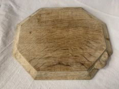 """A ROBERT THOMPSON """"MOUSEMAN"""" CARVED OAK CHOPPING/SERVING BOARD WITH MOUSE INSIGNIA 30.5CM X 25CM"""