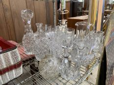 AN ASSORTMENT OF GLASS WARE TO INCLUDE JUGS AND GOBLETS ETC
