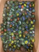 A QUANTITY OF VINTAGE MARBLES