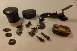 A COLLECTION OF FLINTWOOD PARTS AND 3 19TH CENTURY SNUFF BOXES