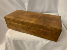 A WOODEN BOX CONTAINING A LARGE QUANTITY OF COSTUME JEWELLERY
